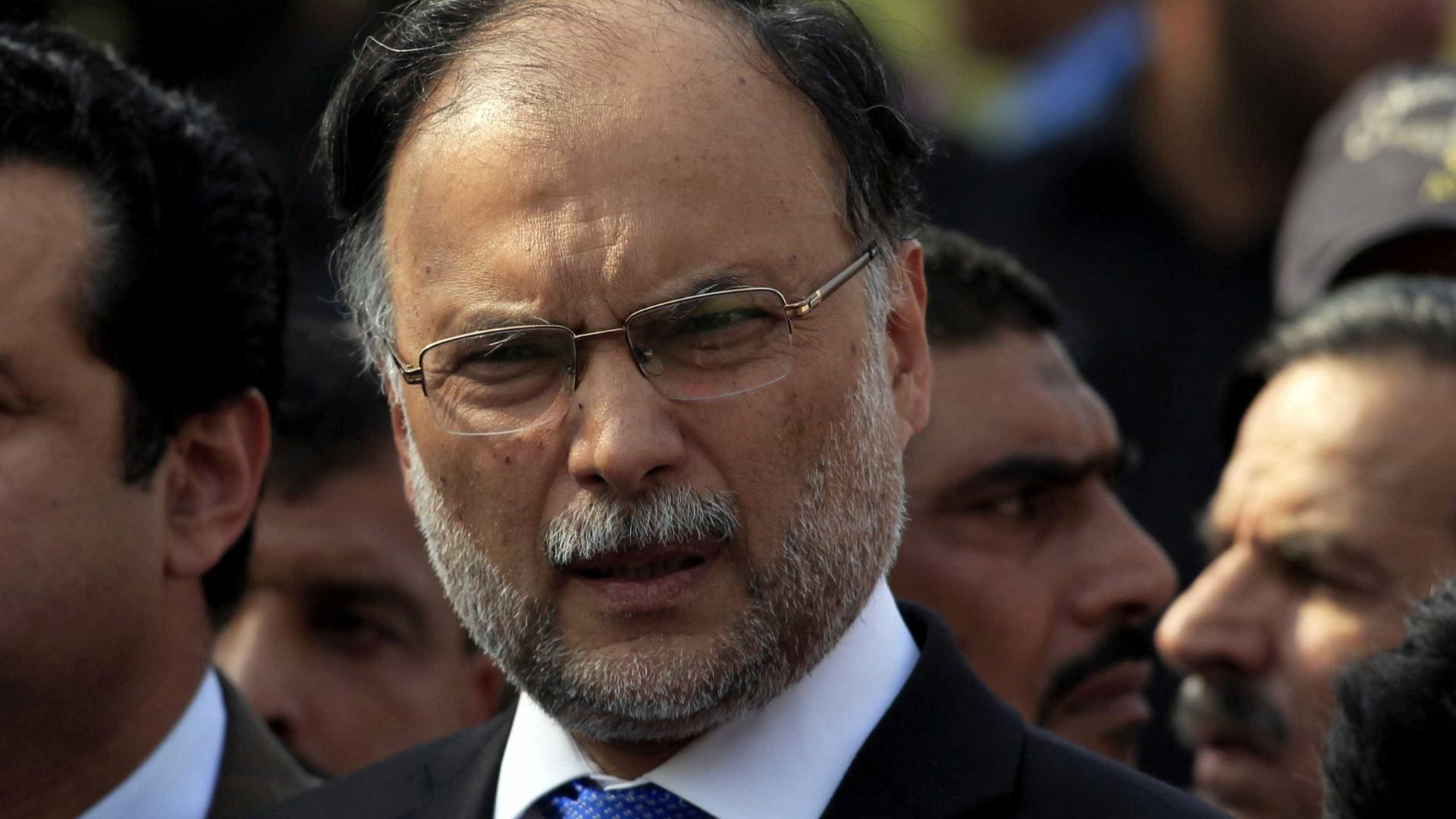 Ministro do Paquistão é ferido por um atirador