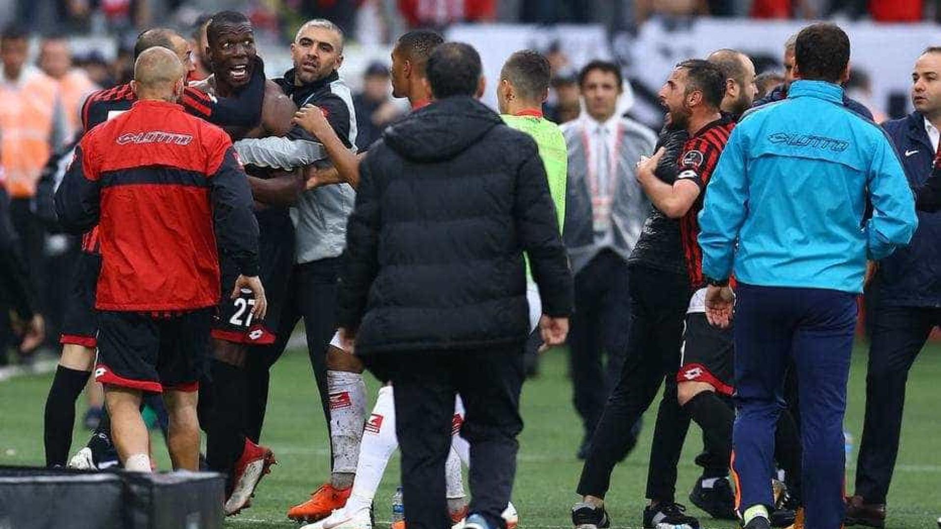 Irmão de Pogba decide abandonar jogo e acaba em polémica com companheiros