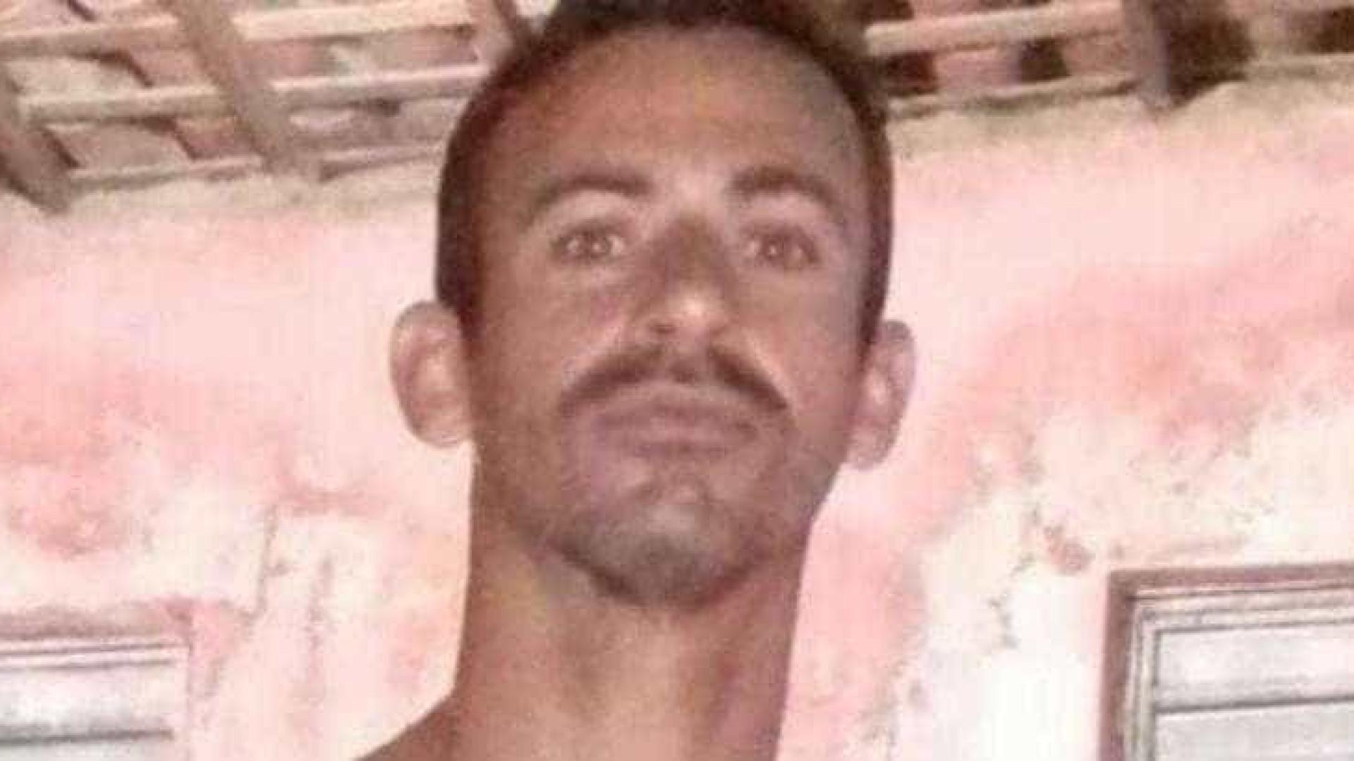 Divulgada imagem de suspeito de estuprar jovens em banheiro de bar