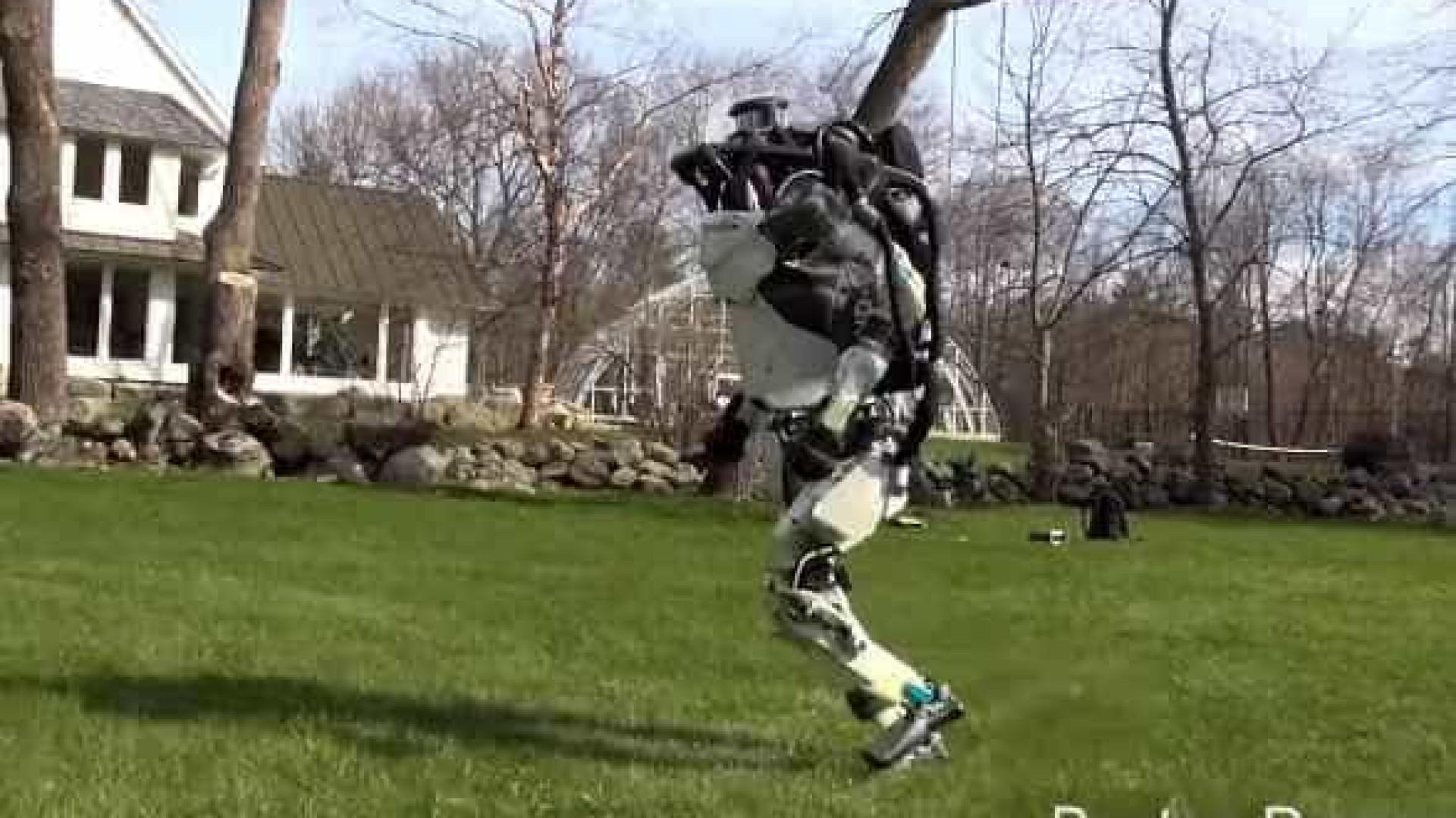 Robôs de empresa norte-americana correm como humanos e cães; vídeos