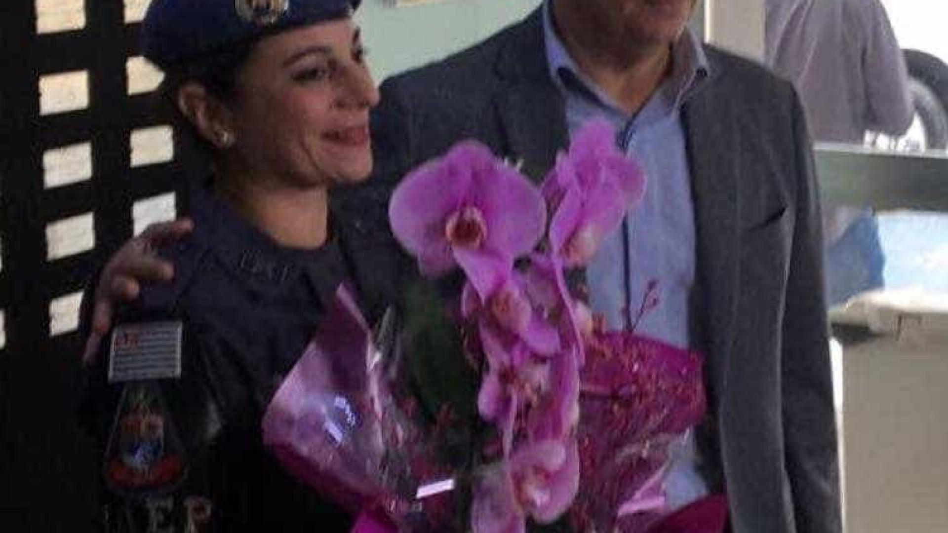 Governador de SP homenageia mãe PM que matou ladrão na porta de escola