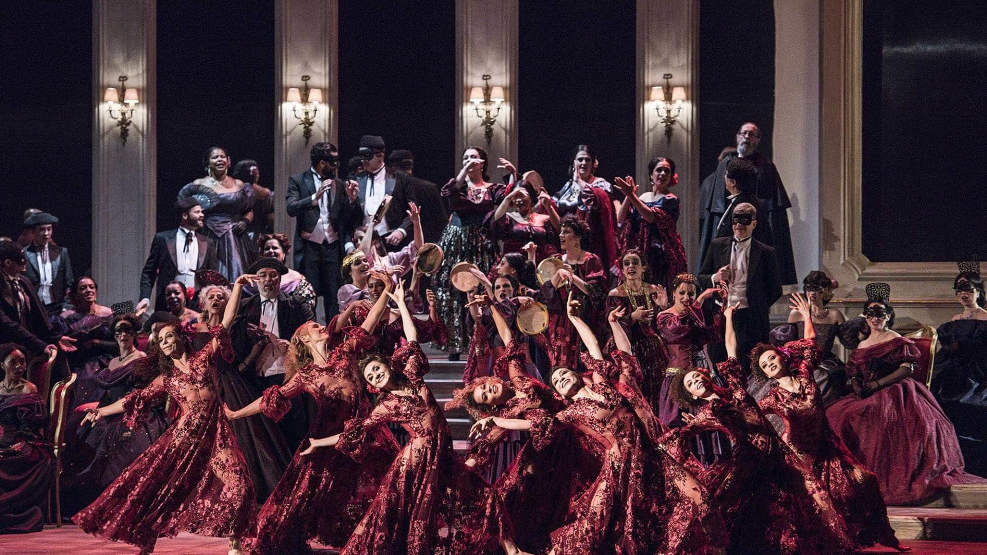 Ópera 'La Traviata' estreia em SP com direção segura e bom elenco