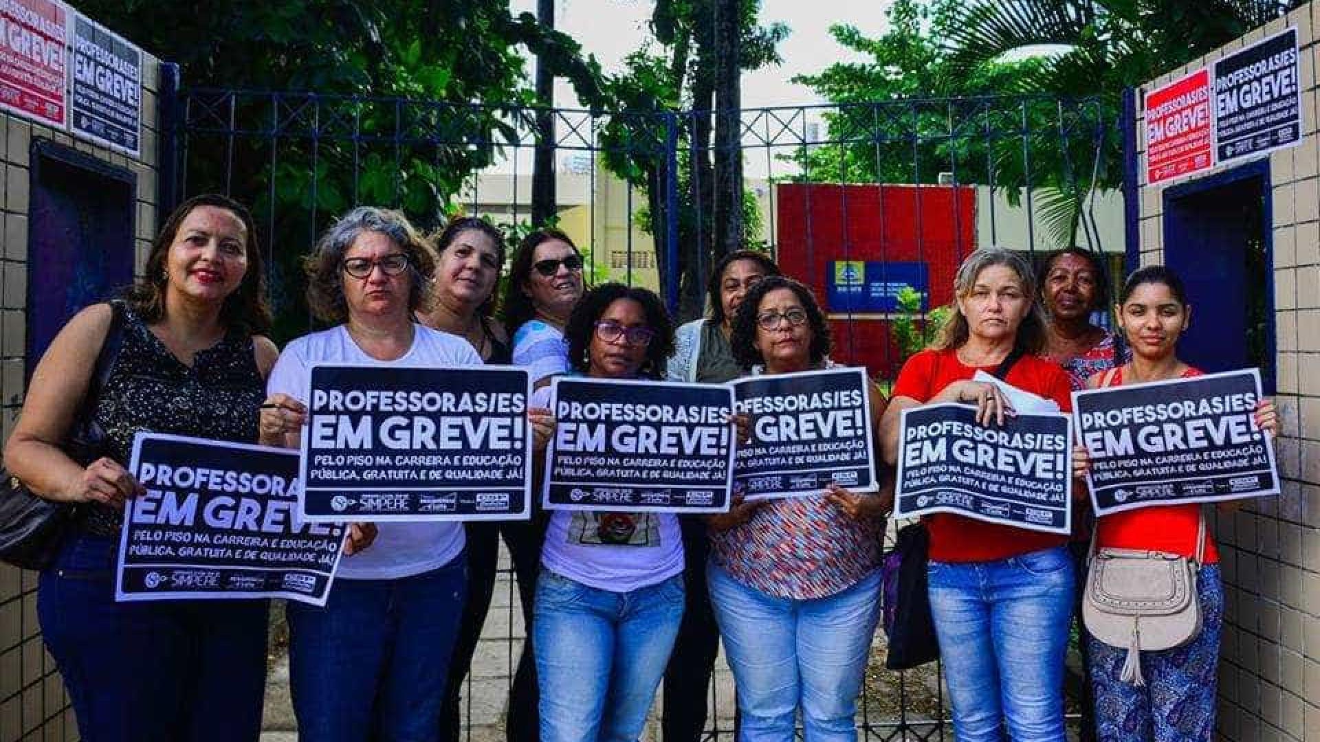 Professores do Recife estão em greve por tempo indeterminado
