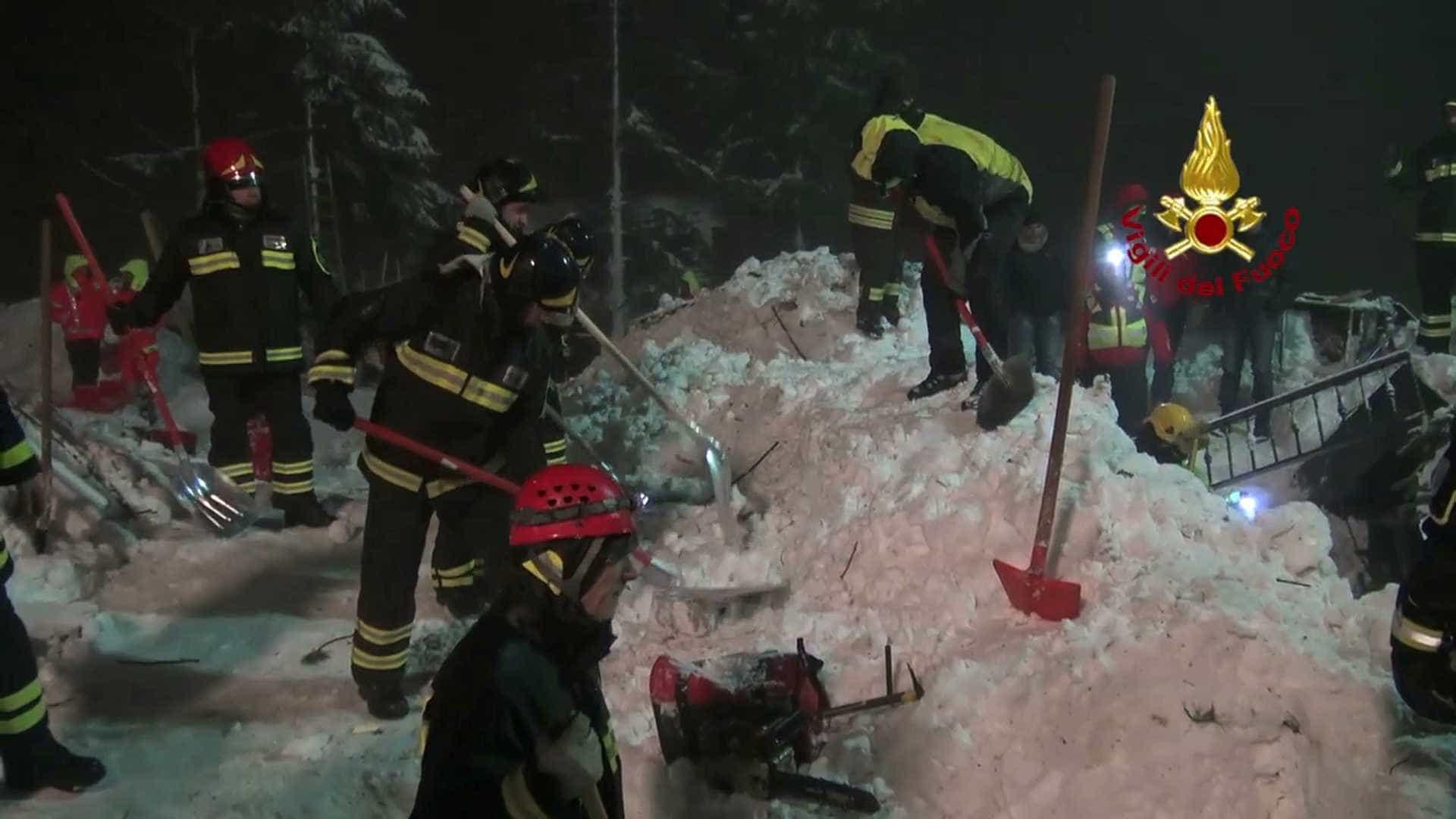 Governador é investigado por avalanche em hotel que deixou 29 mortos