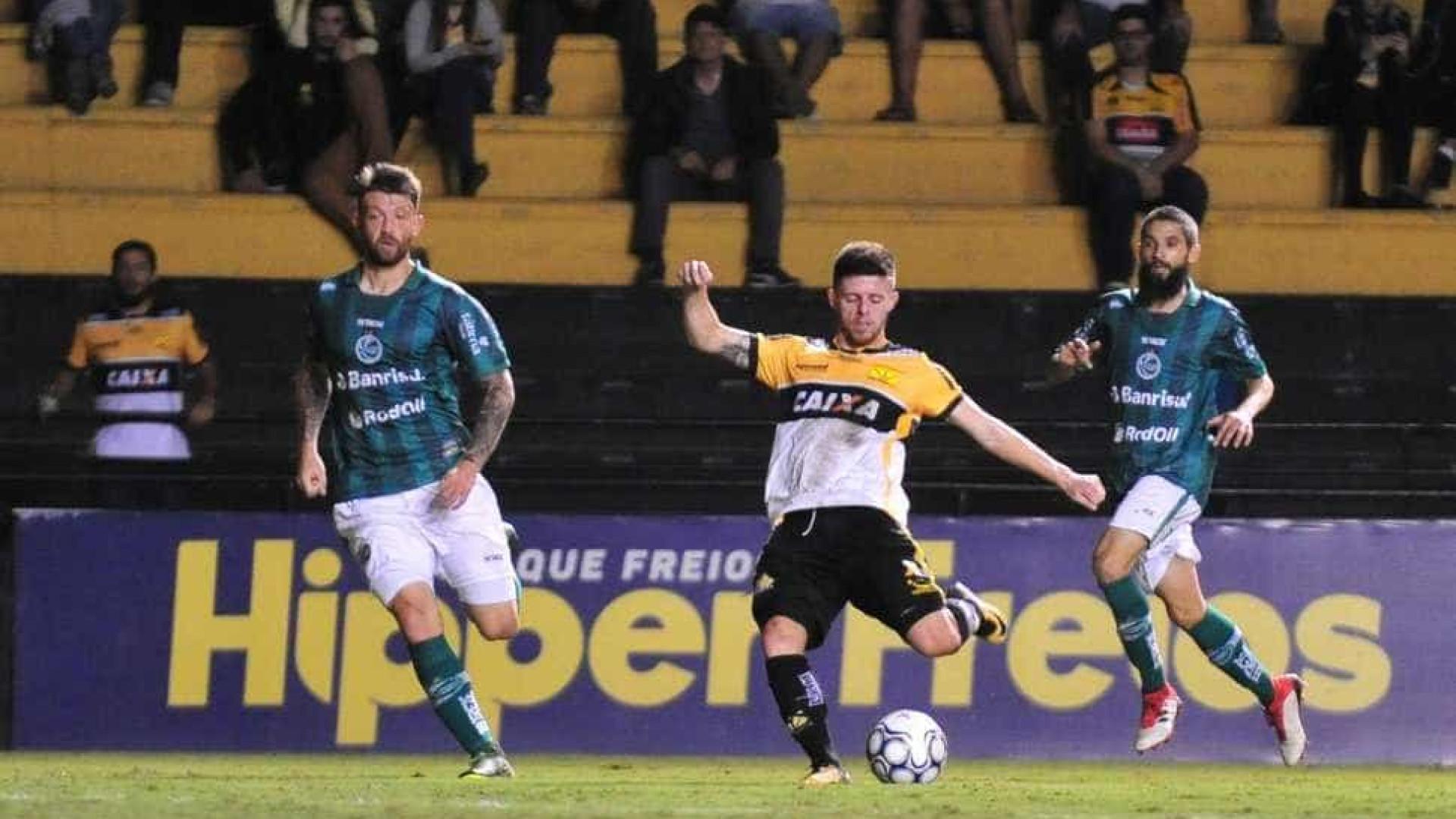 Criciúma chega a 6 jogos sem vencer; torcida destrói carro de atleta