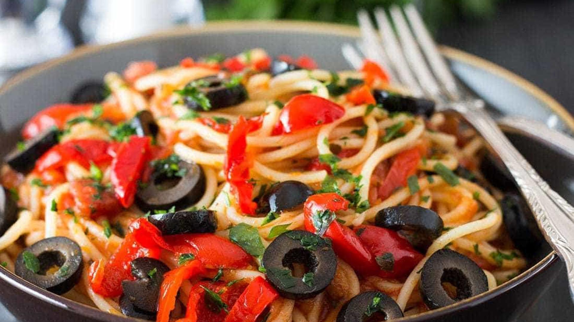 Prepare um spaghetti alla puttanesca