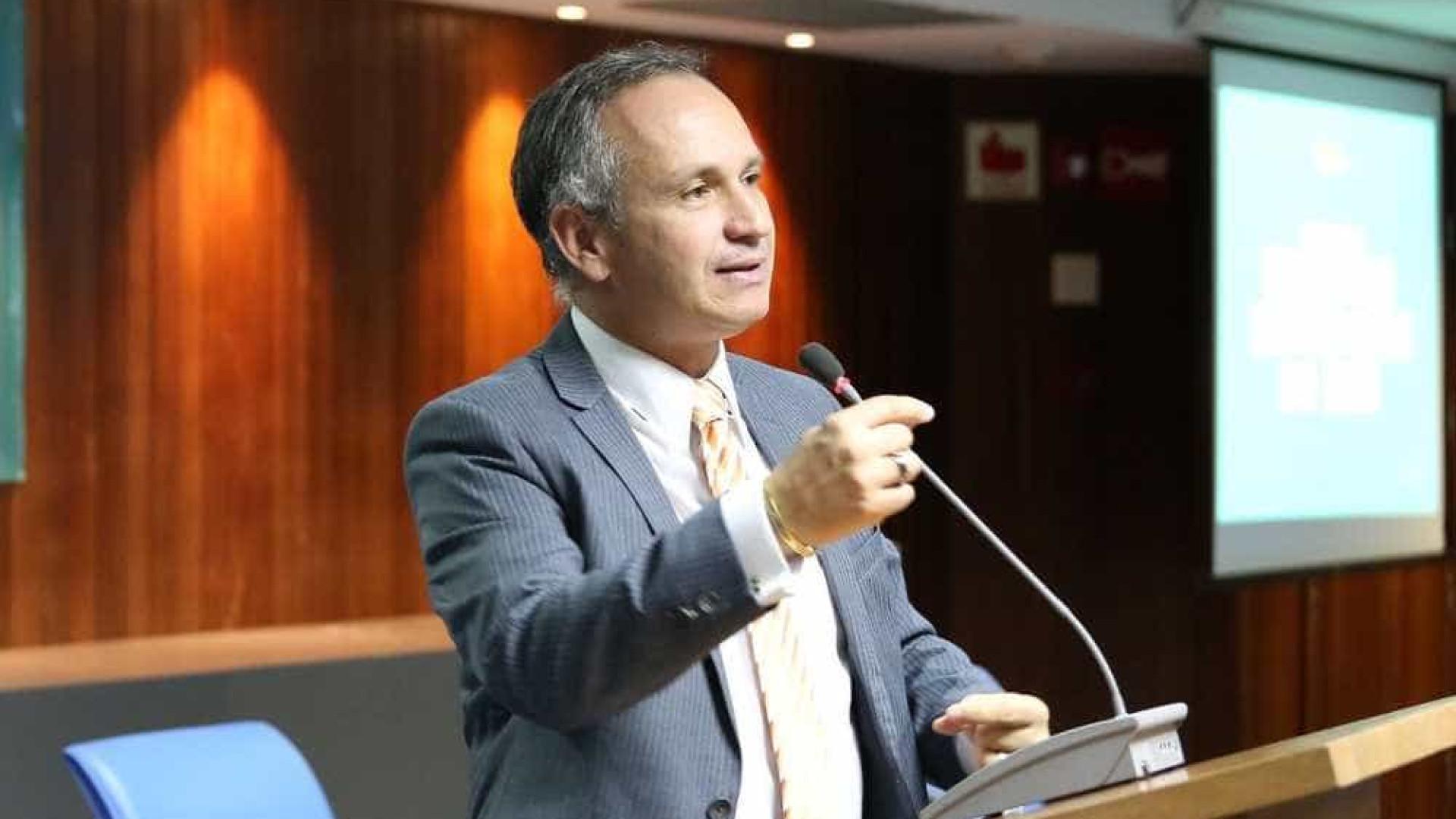 Presidente do INSS é demitido após impasse em contrato