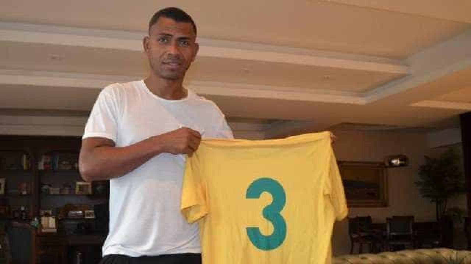 Ex-jogador de Copa do Mundo acerta com clube da 3ª divisão do Rio