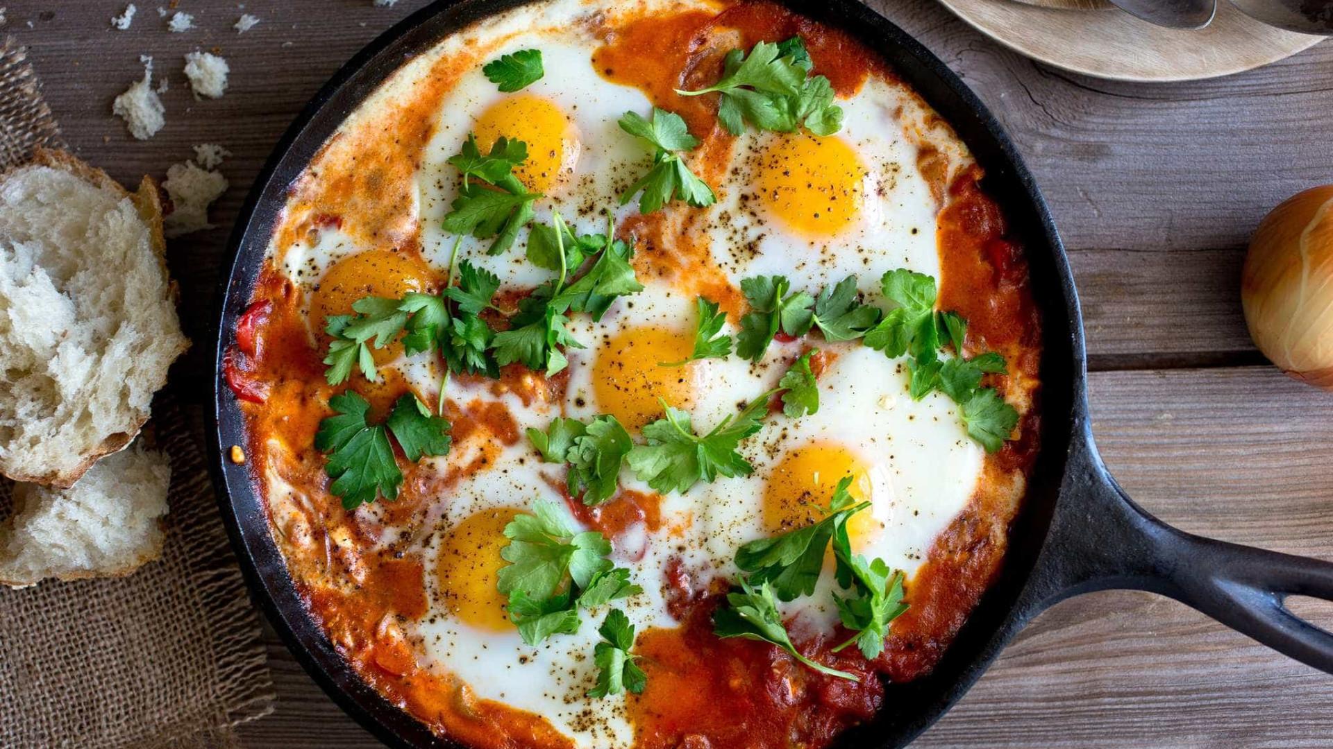 Faça ovos rancheiros para o almoço