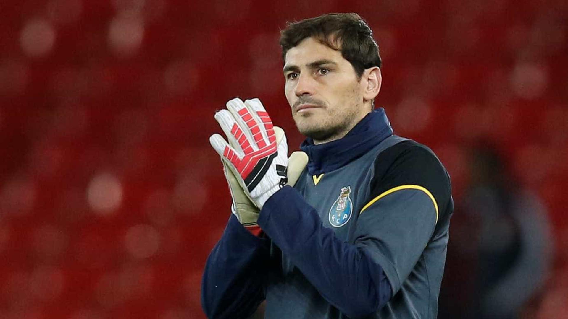 Casillas continua mais uma época no FC Porto — OFICIAL