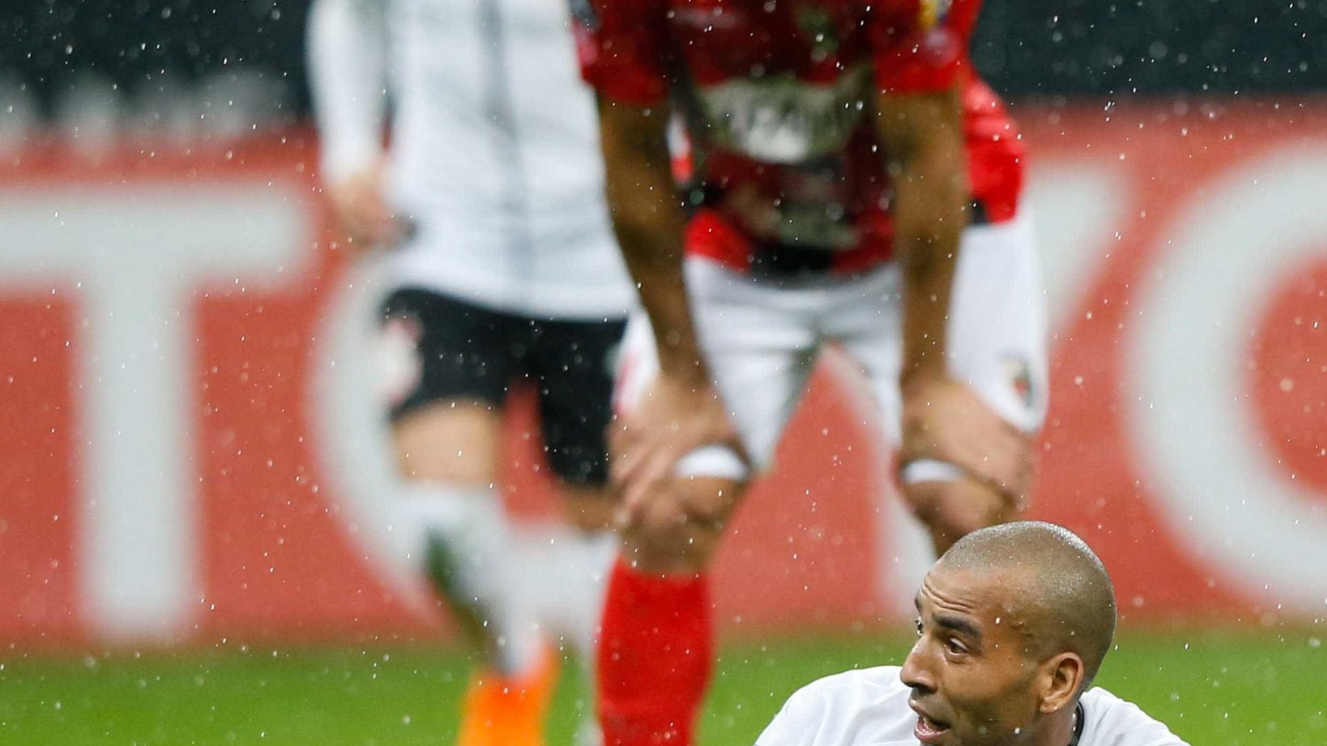 Sheik é suspenso por dois jogos na Libertadores