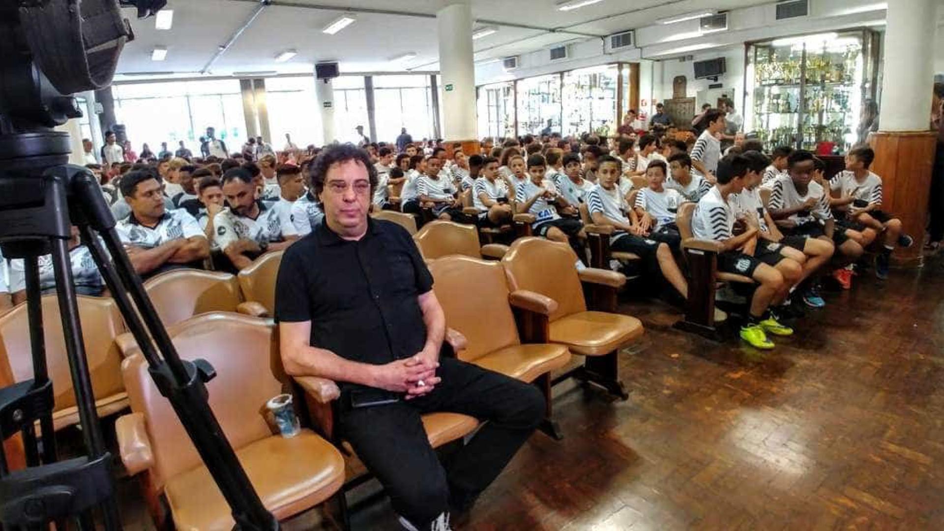 Casagrande palestra na base do Santos sobre prevenção ao uso de drogas