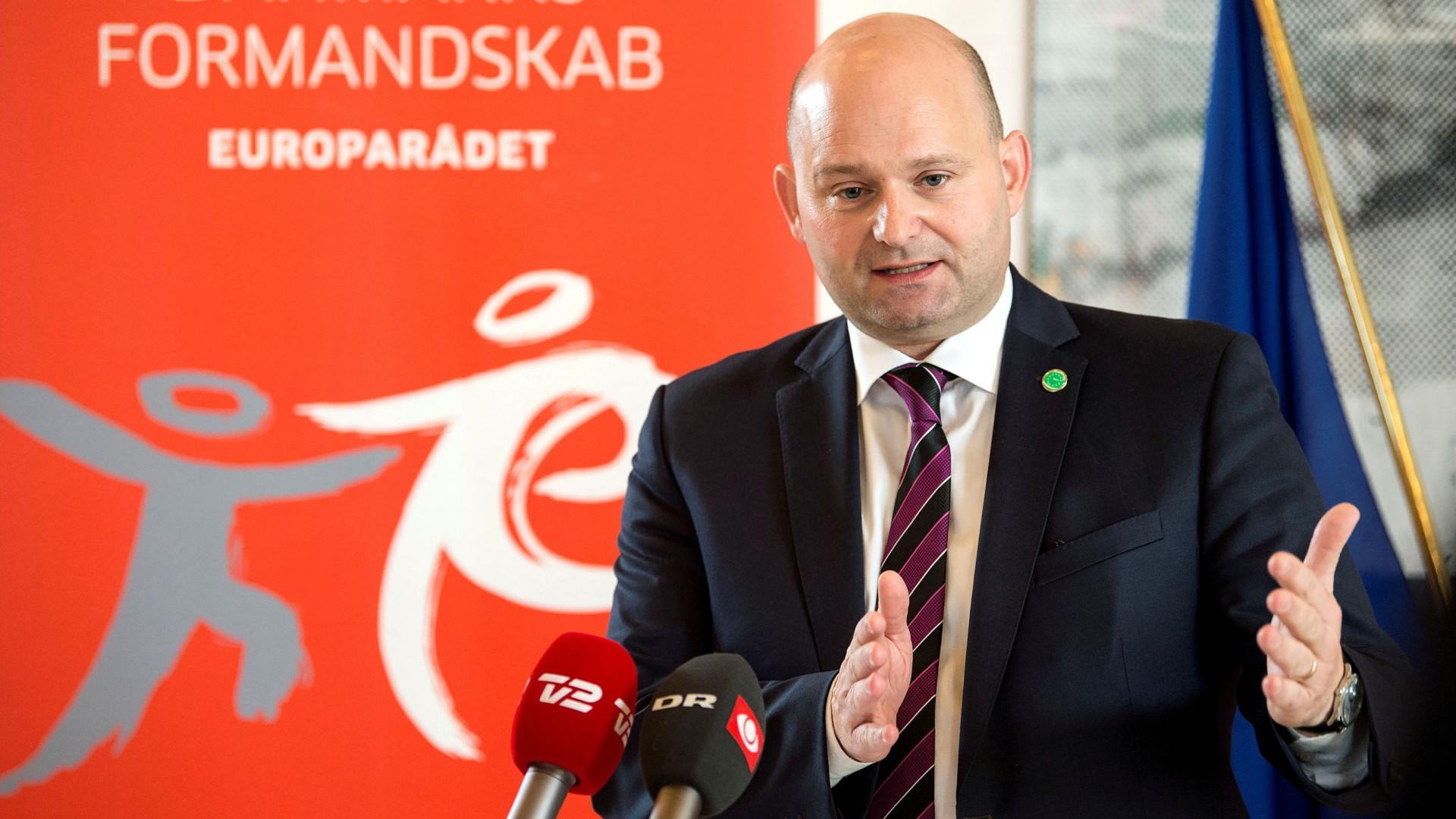 Noivo de ministro dinamarquês é agredido por ser homossexual