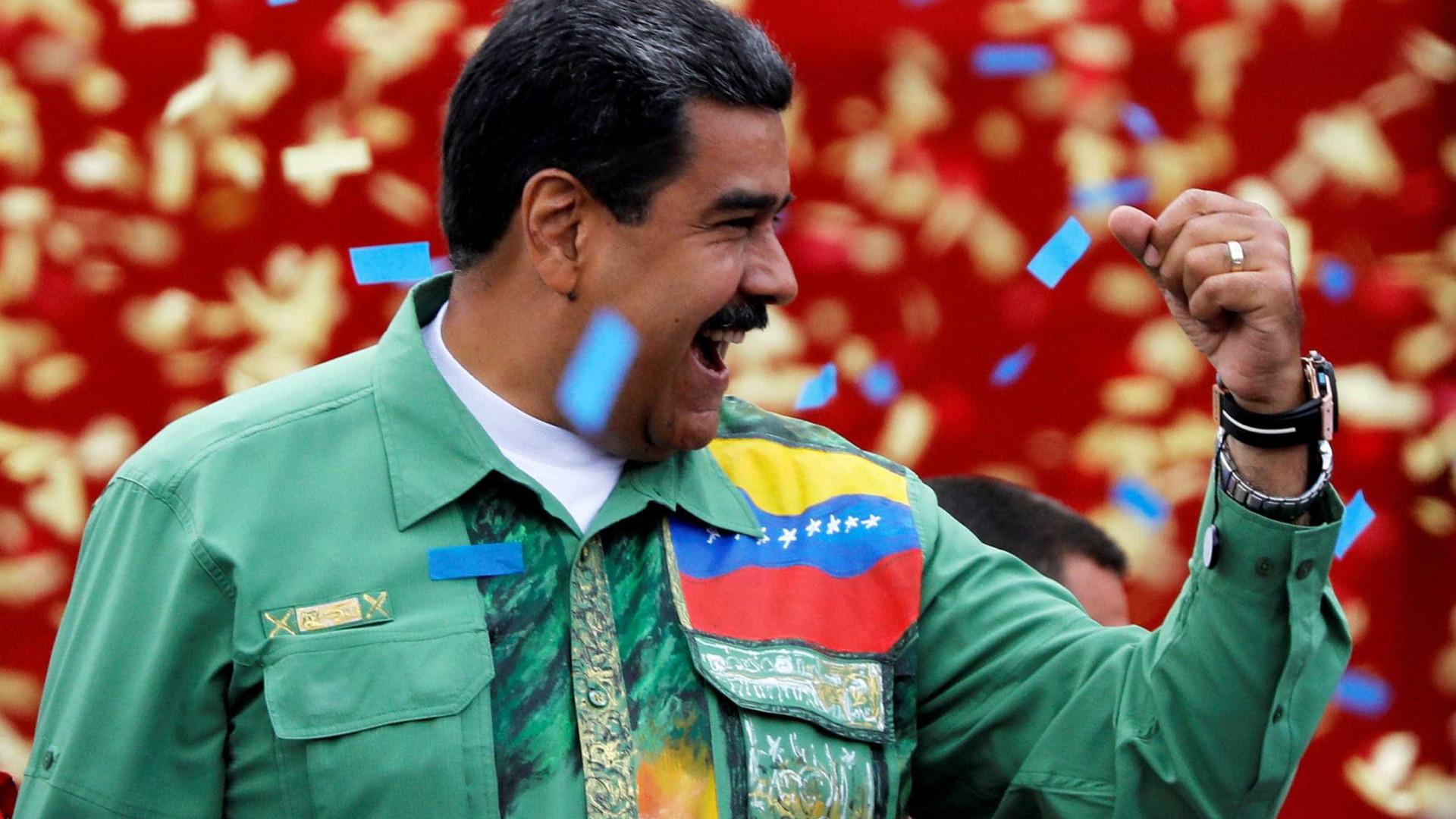 Em comício final da campanha, Maduro ofende presidente colombiano
