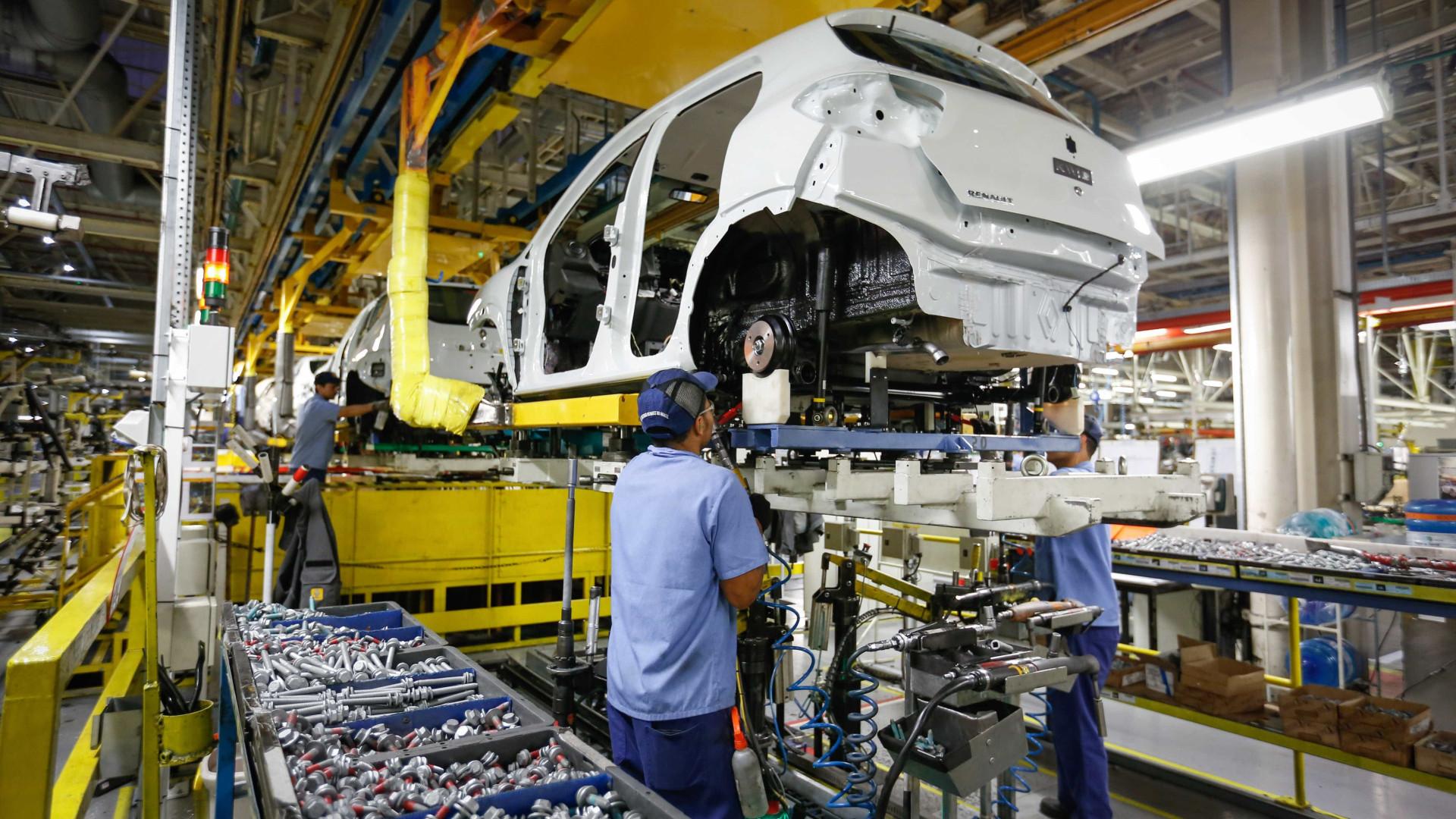 Indústria recua em oito dos 15 locais pesquisados em julho