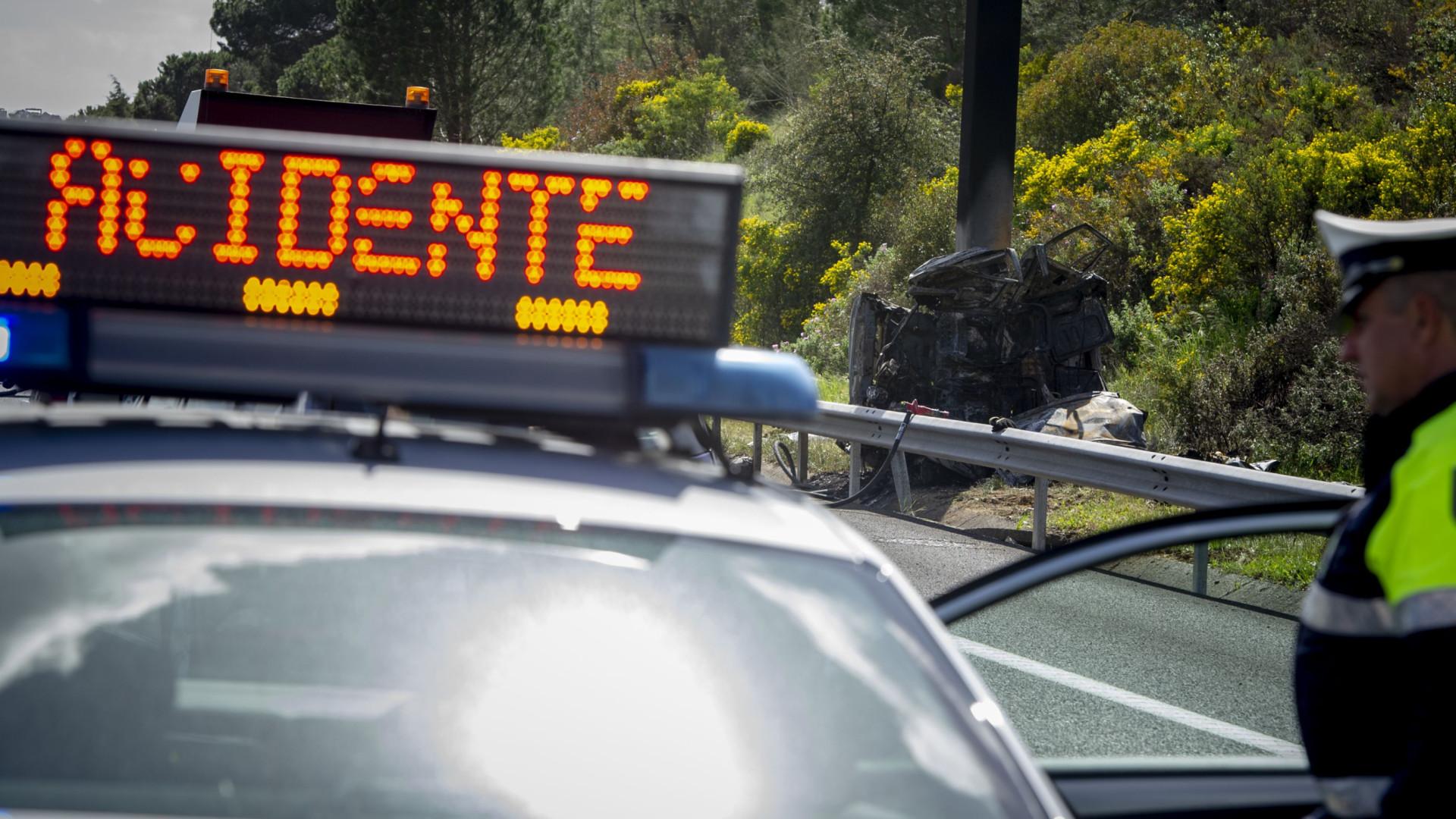 Acidente envolvendo dois carros deixa oito mortos em Portugal