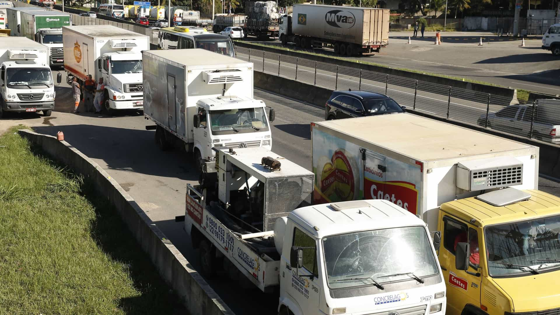 Em reunião com governo, caminhoneiros se dividem sobre parar greve