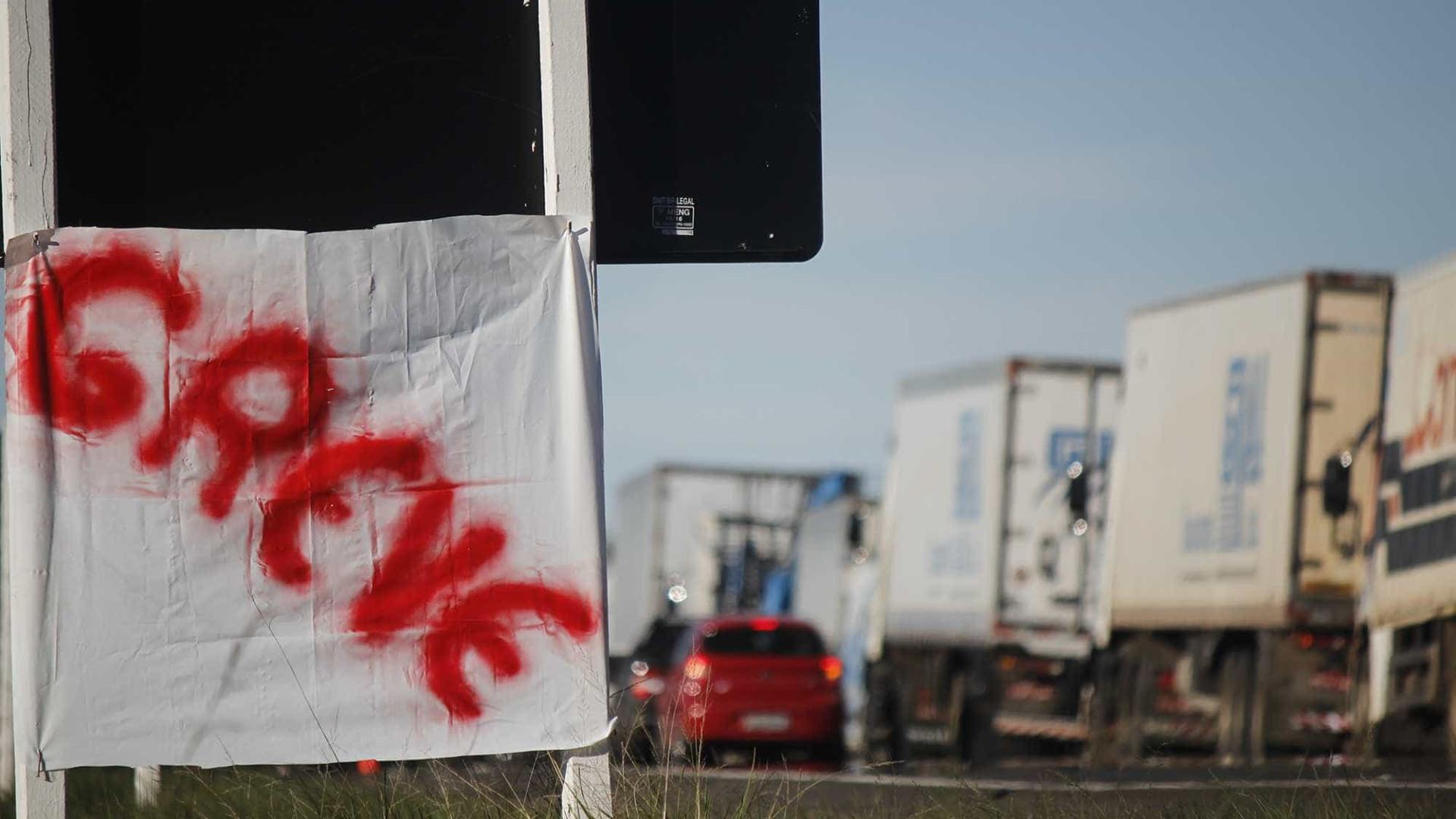 Caminhoneiros mantêm manifestações pelo país pelo 5º dia