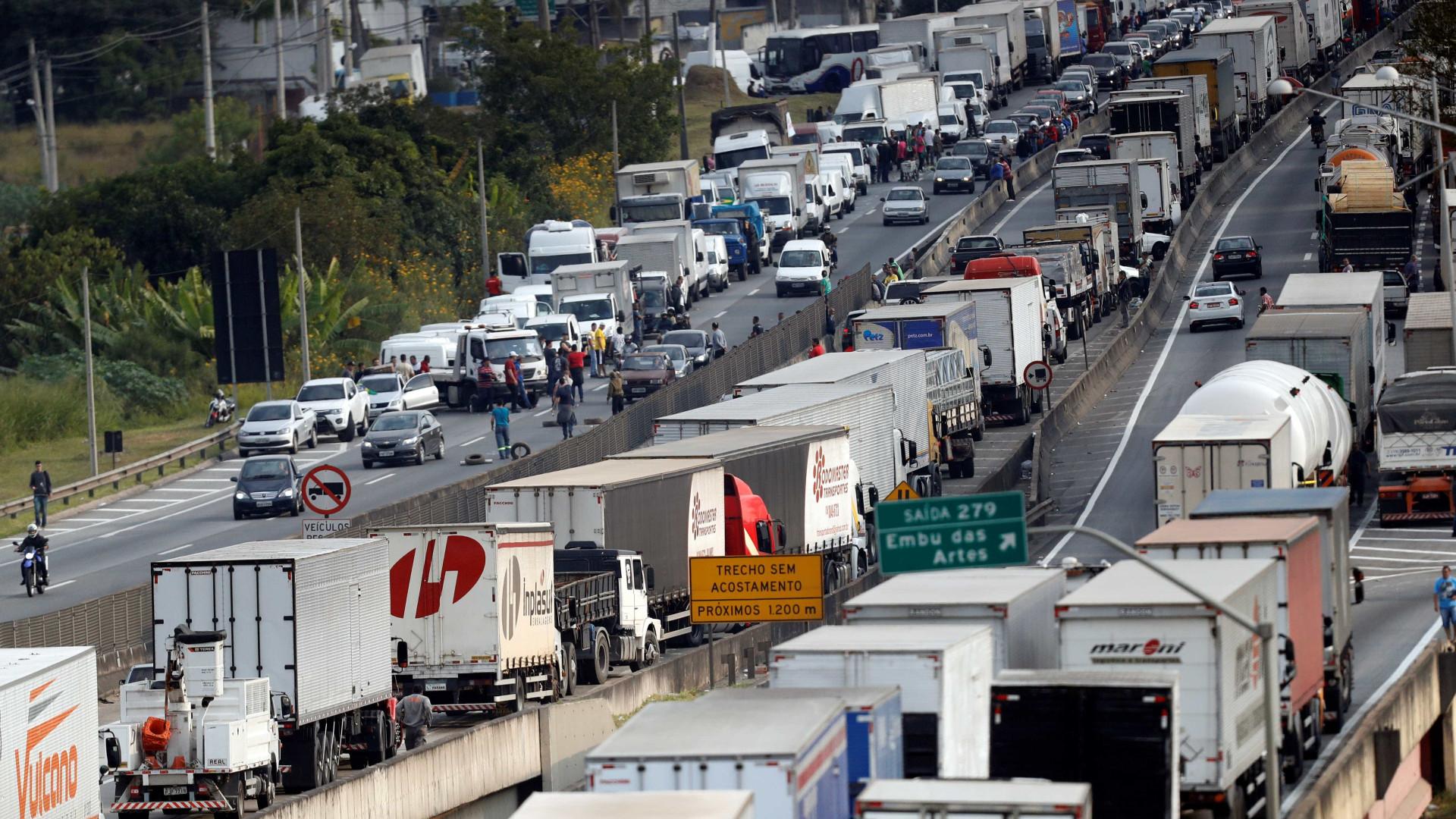 Após ceder a caminhoneiros, SP recua e eleva ICMS do diesel