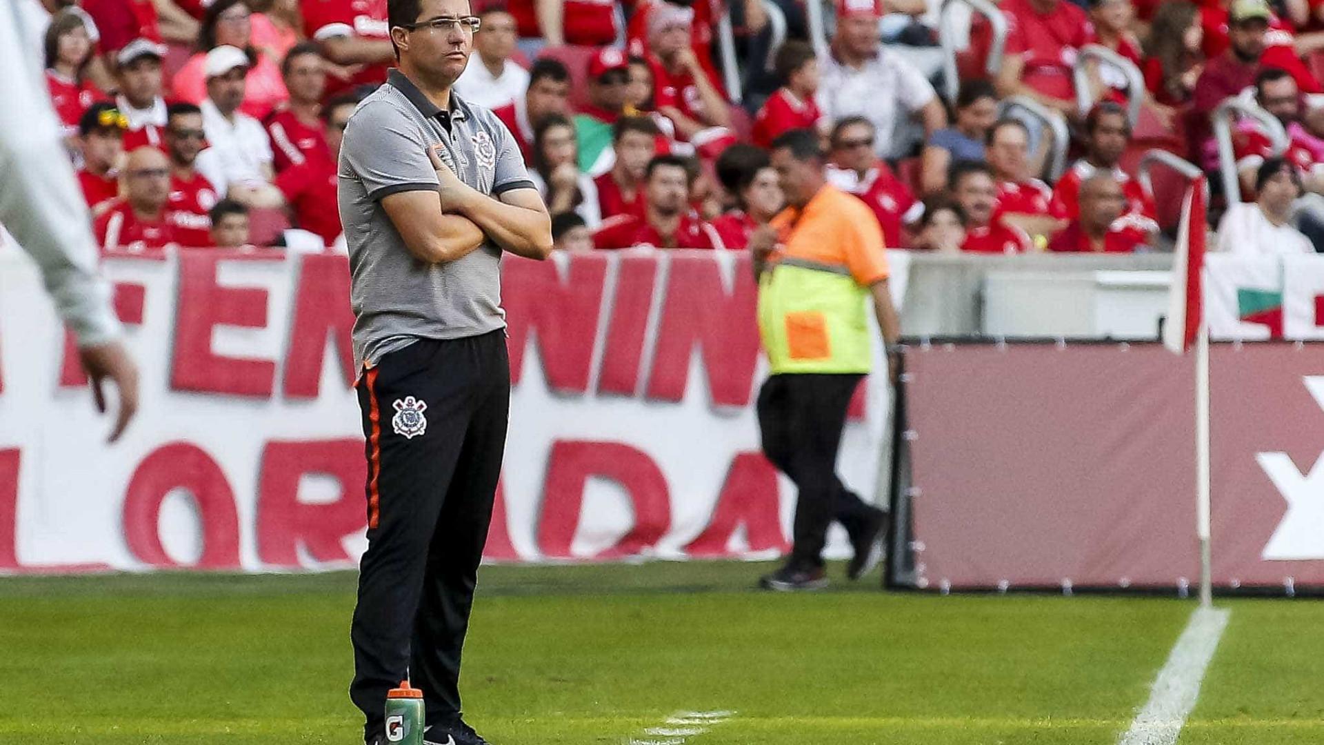 Após queda de Osmar Loss, Corinthians corre para salvar a temporada
