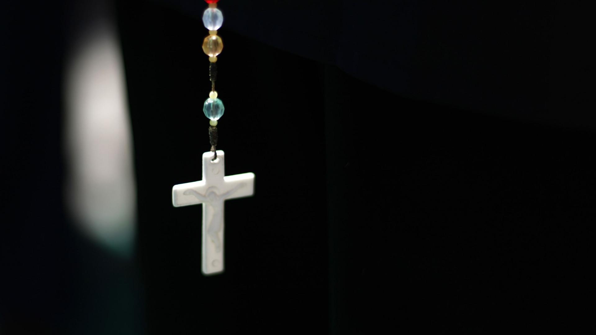 Igreja chilena é condenada a indenizar vítimas de padre pedófilo