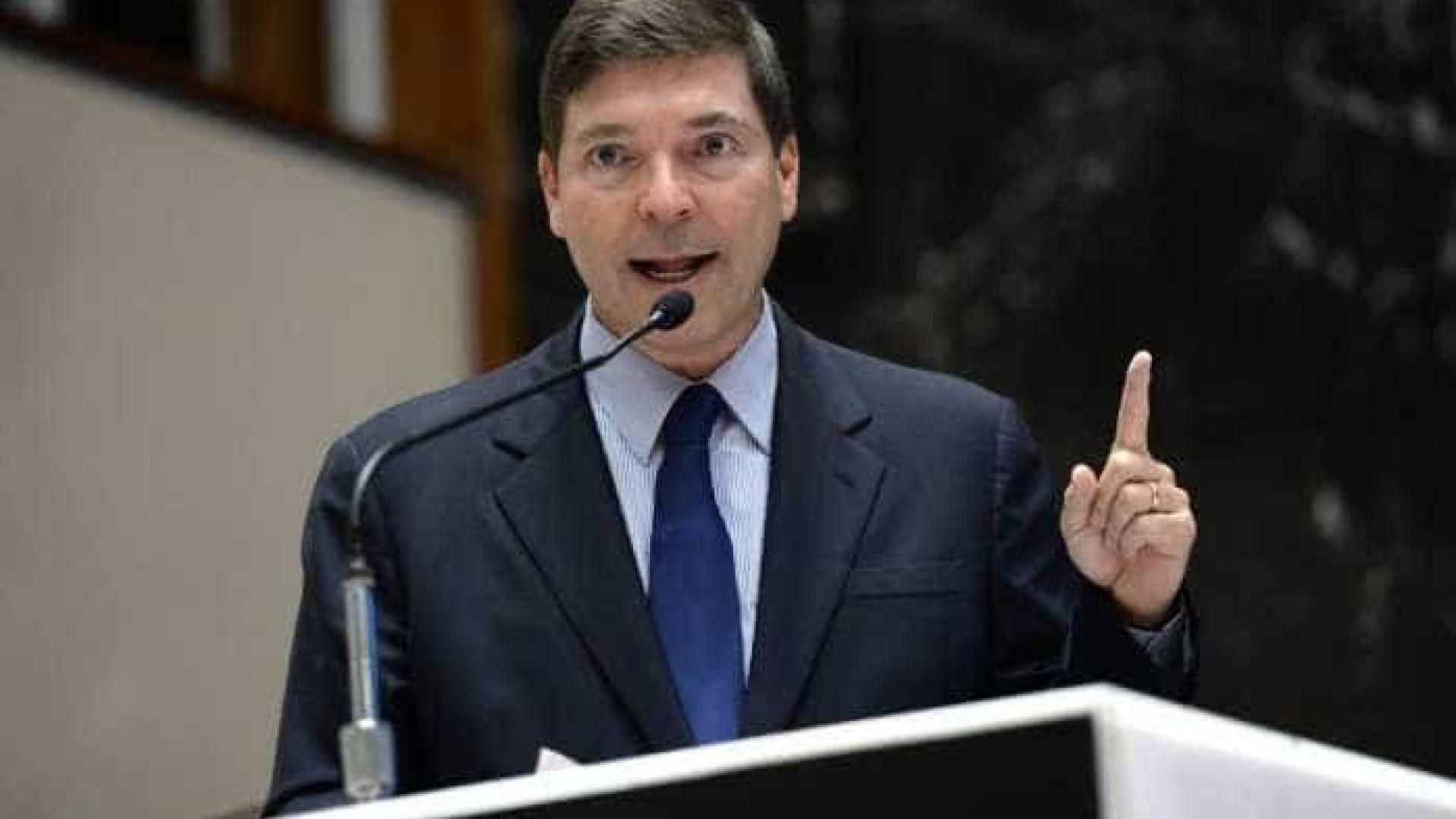 Cotado para o Planalto, Josué Alencar diz estar à disposição do PR