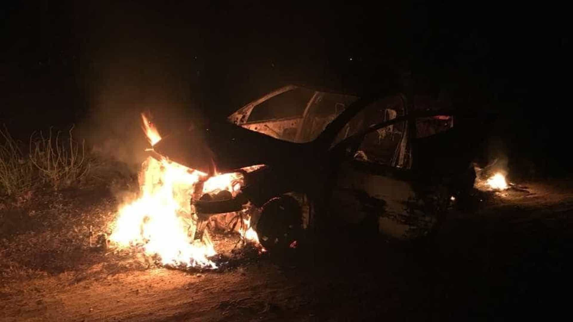 Motorista da Uber é obrigado a queimar o próprio carro na Grande Natal