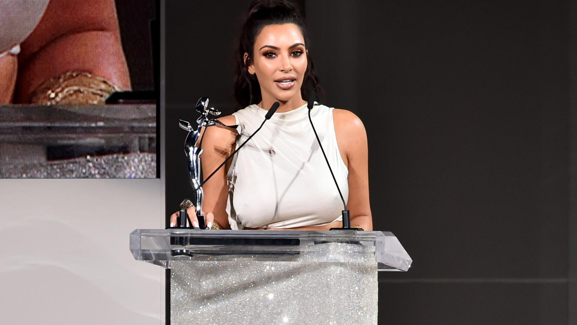 Kim Kardashian segue as pisadas do pai e começa a estudar Direito