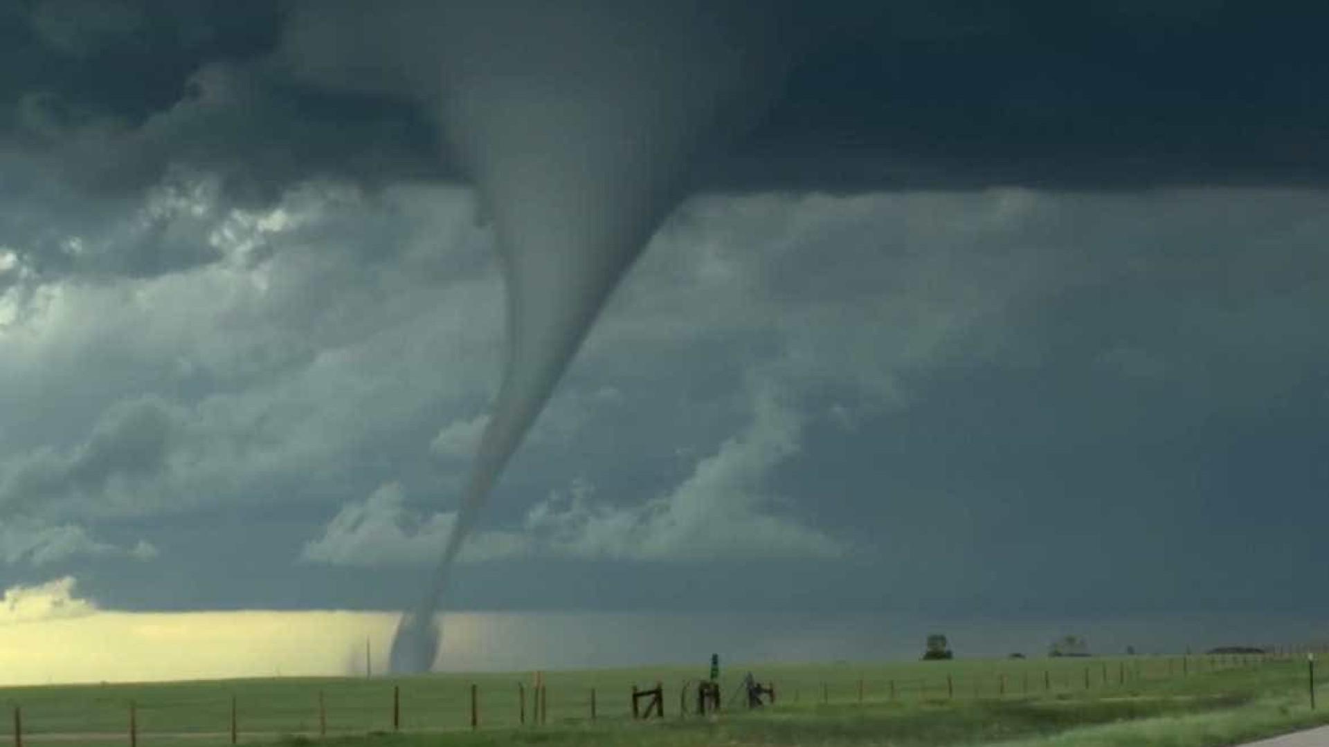 Tornado gigante é avistado no estado de Wyoming, EUA