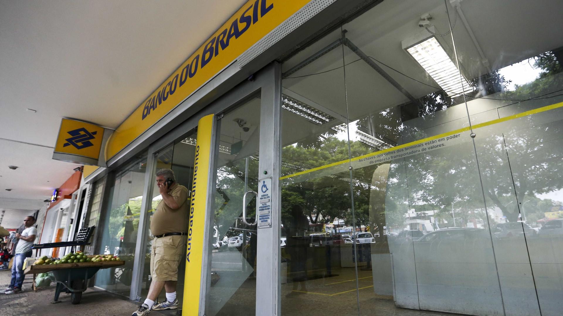 Cliente que ficou 2h em fila de banco deve ser indenizado em R$ 5 mil