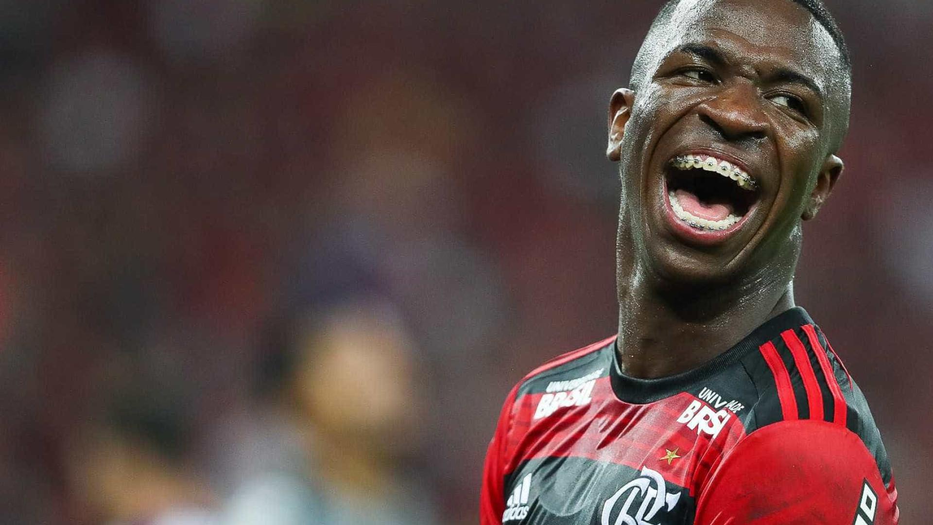Flamengo vende três e tem pressa para substituir Vinicius Júnior