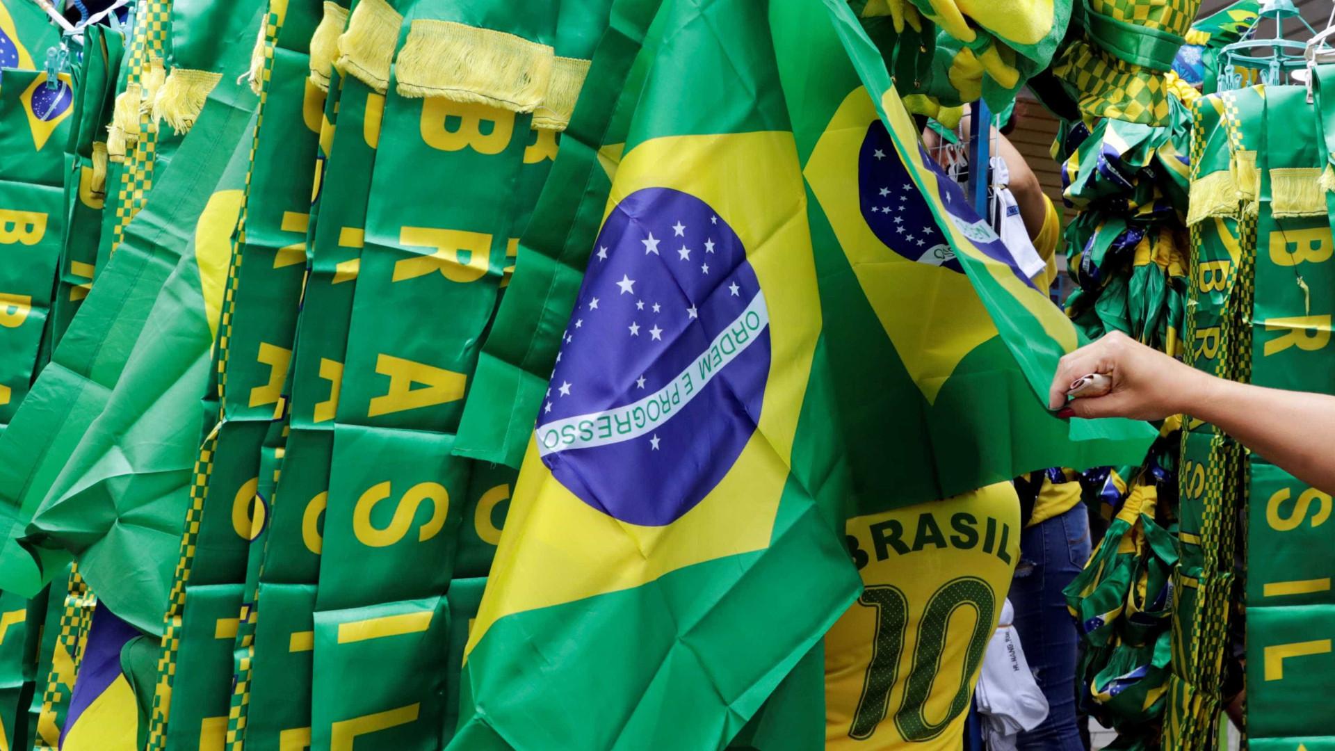 Mesmo com crise econômica, brasileiros vão à Copa do Mundo da Rússia