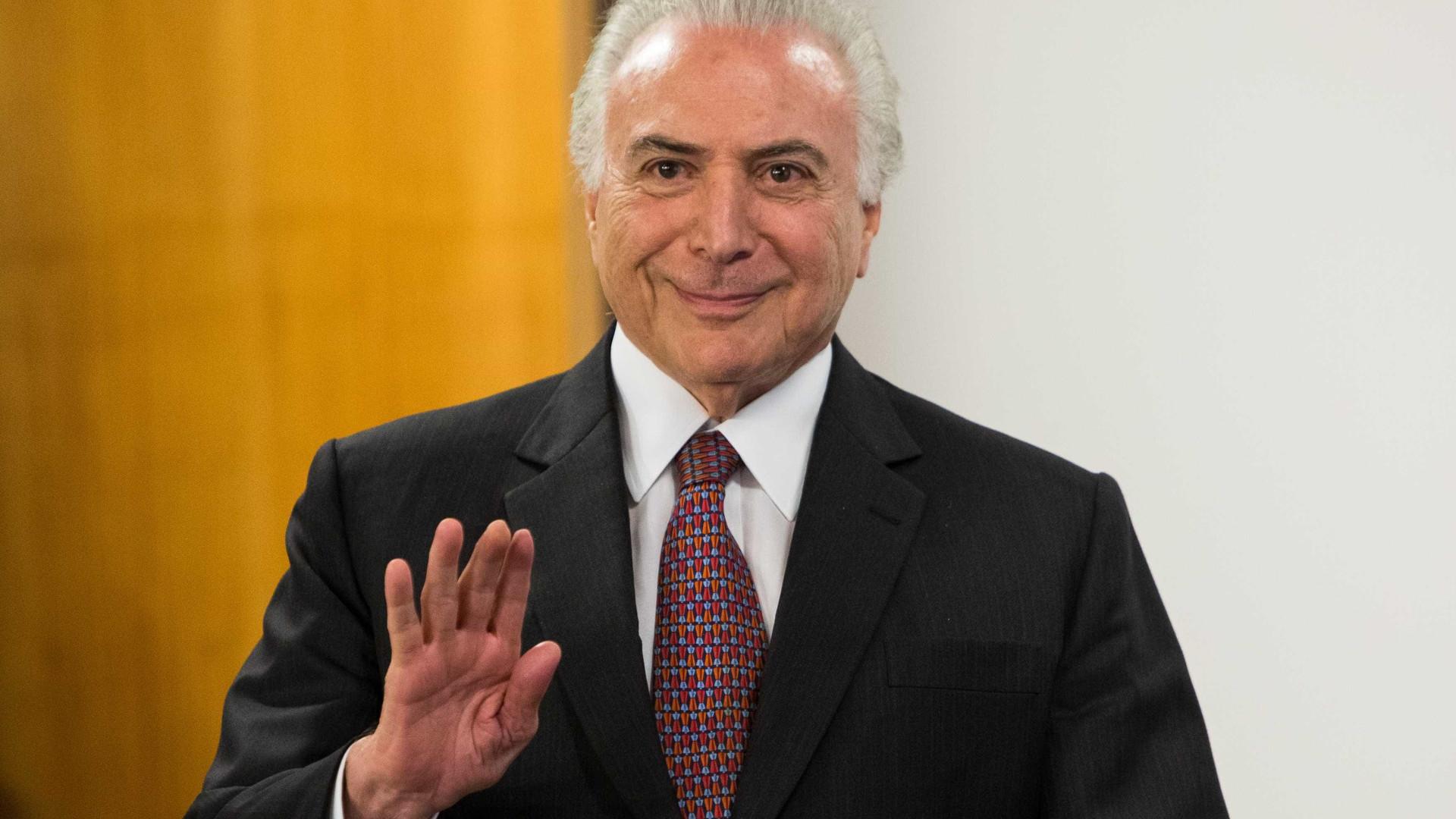Temer pede que brasileiros esqueçam 'diferenças' e torçam pelo hexa