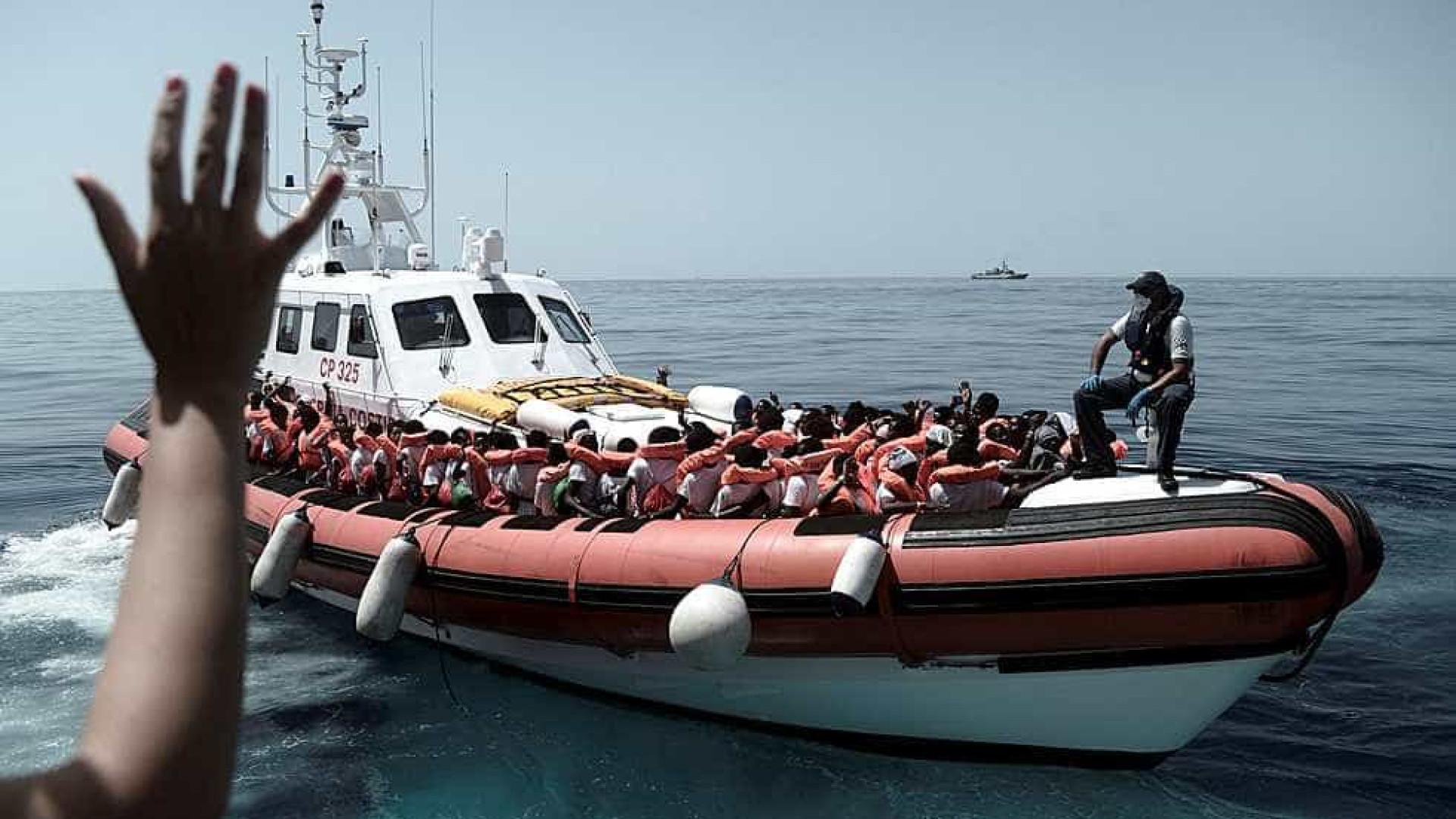Navio com refugiados revela tensões no governo da Itália