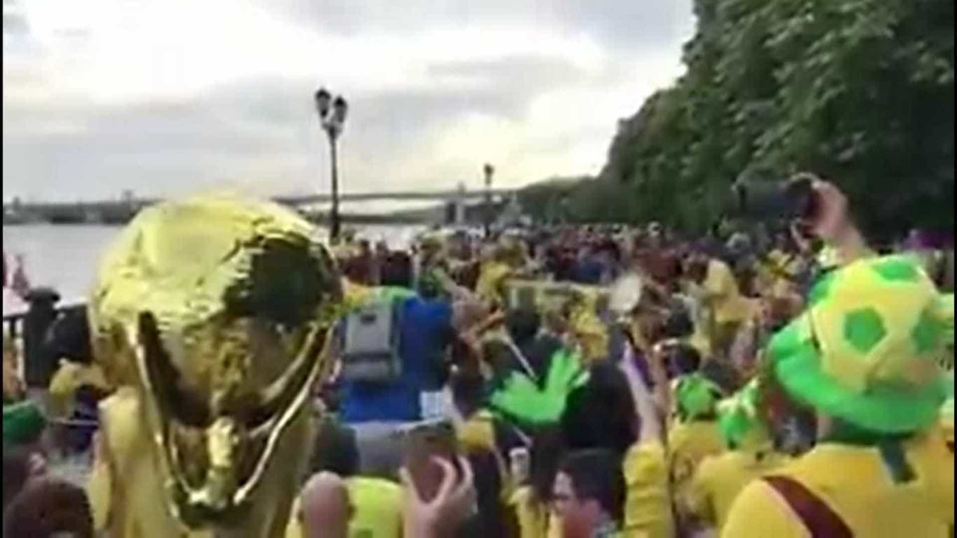 Novo canto da torcida brasileira toma as ruas e arquibancadas da Rússia