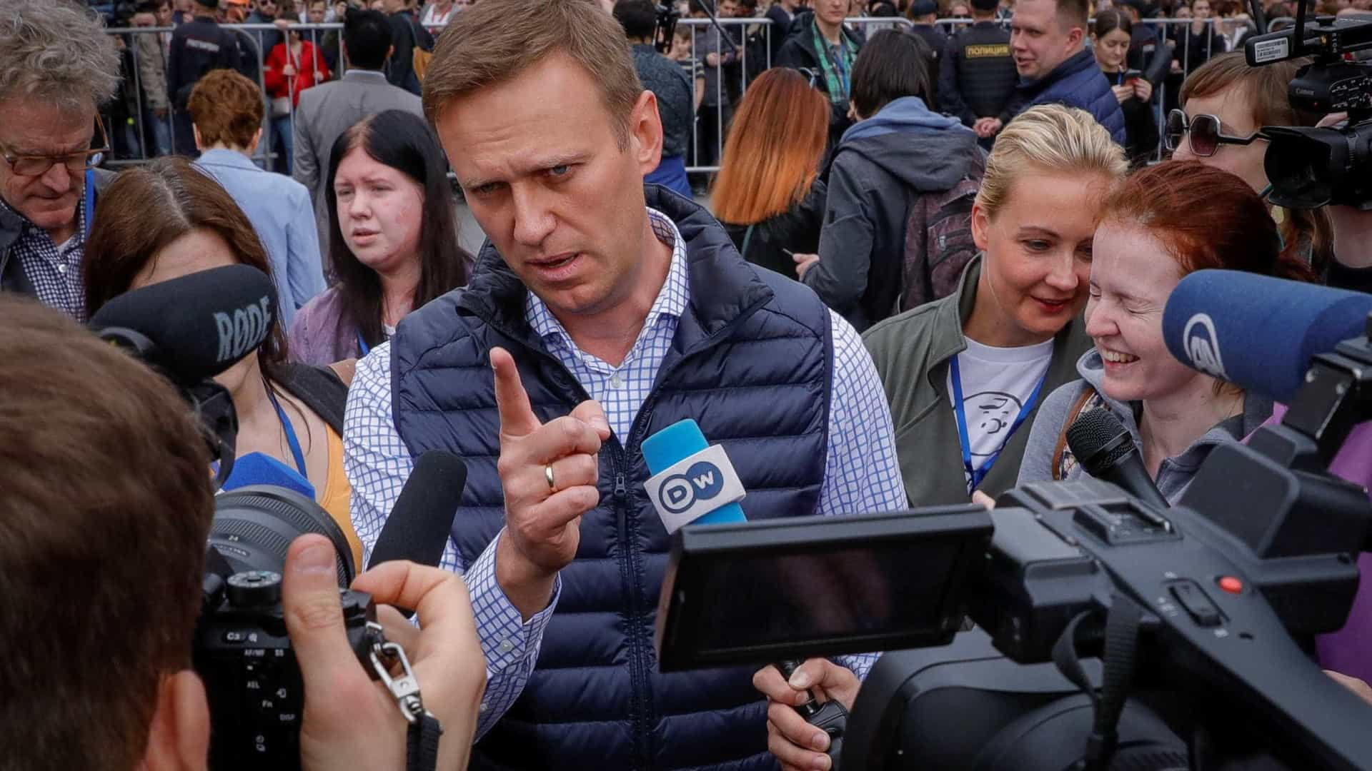 Opositor de Putin marca protesto, mas evita sedes da Copa