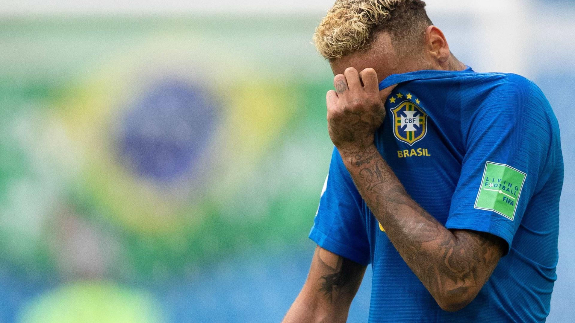 Após gol, Neymar posta 'textão' na internet: 'Falar até papagaio fala'