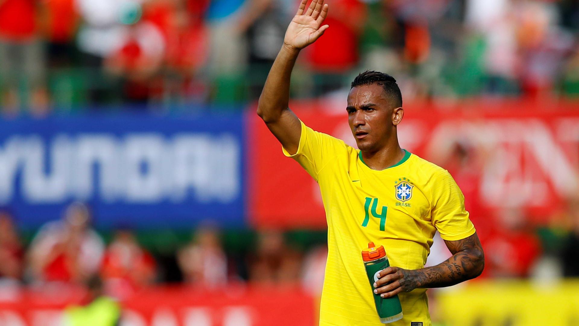 Fora do jogo, Danilo passa mal após vitória do Brasil contra Costa Rica