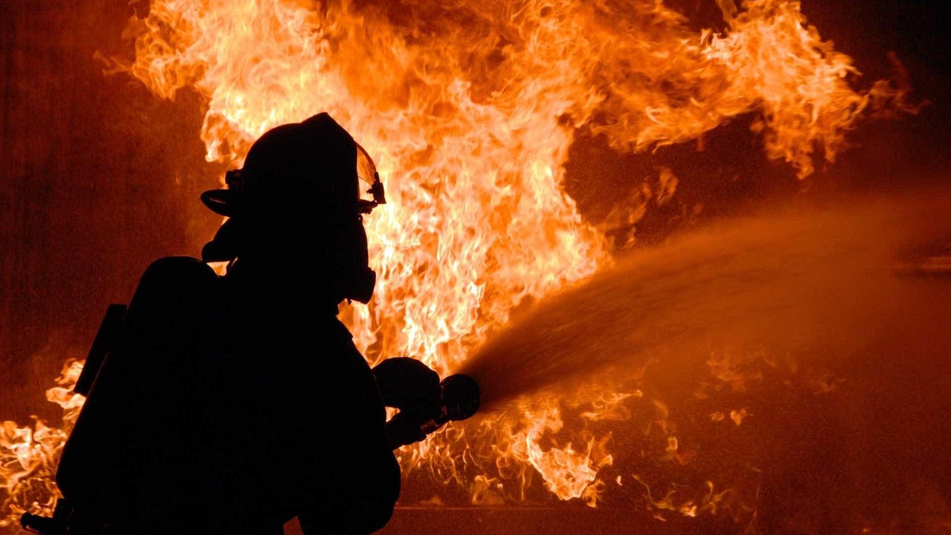 Explosões causam incêndios em 39 casas perto de Boston; um morreu