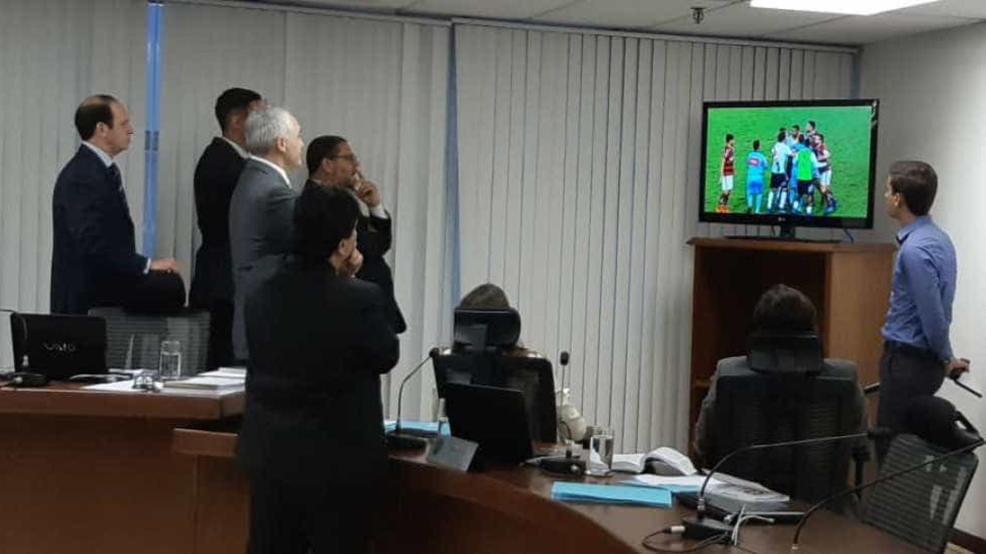 STJD suspende jogadores de Fla e Vasco por confusão em clássico