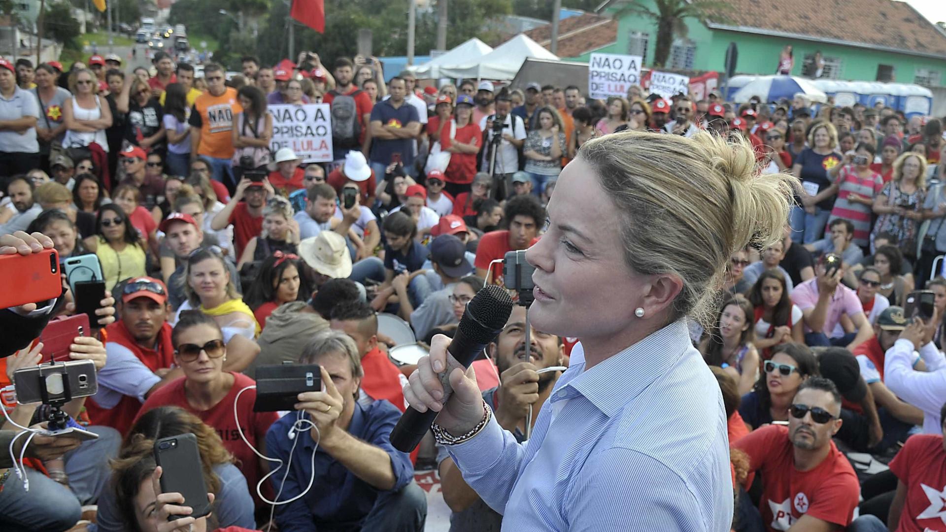 'Marcinho VP deu entrevista e Lula não pode?', protesta Gleisi Hoffmann