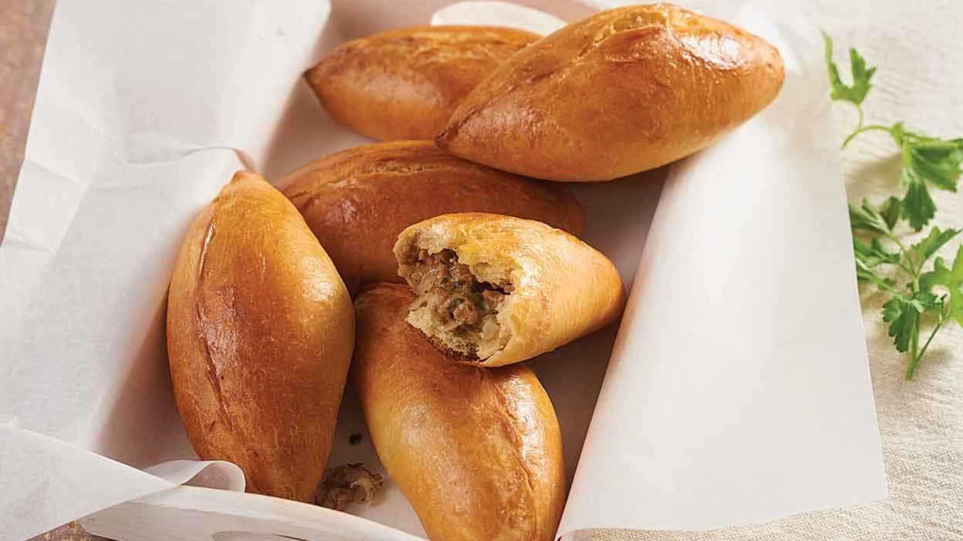 Faça um piroshki, um tipo de empanada russa