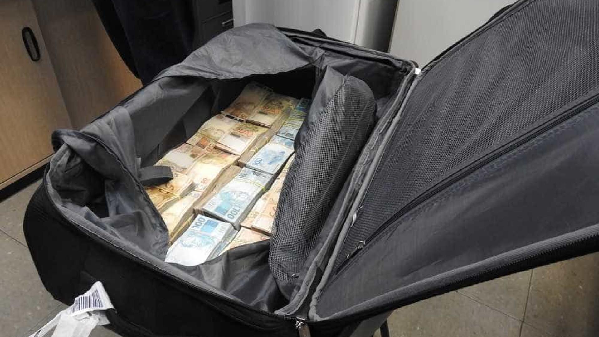 PF apreende R$ 860 mil dentro de mala em Cumbica