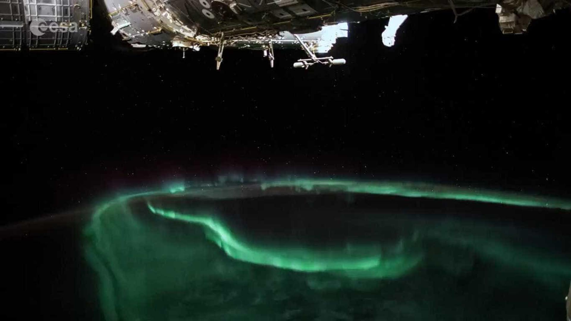 Time-lapse incrível mostra aurora boreal vista do espaço; vídeo