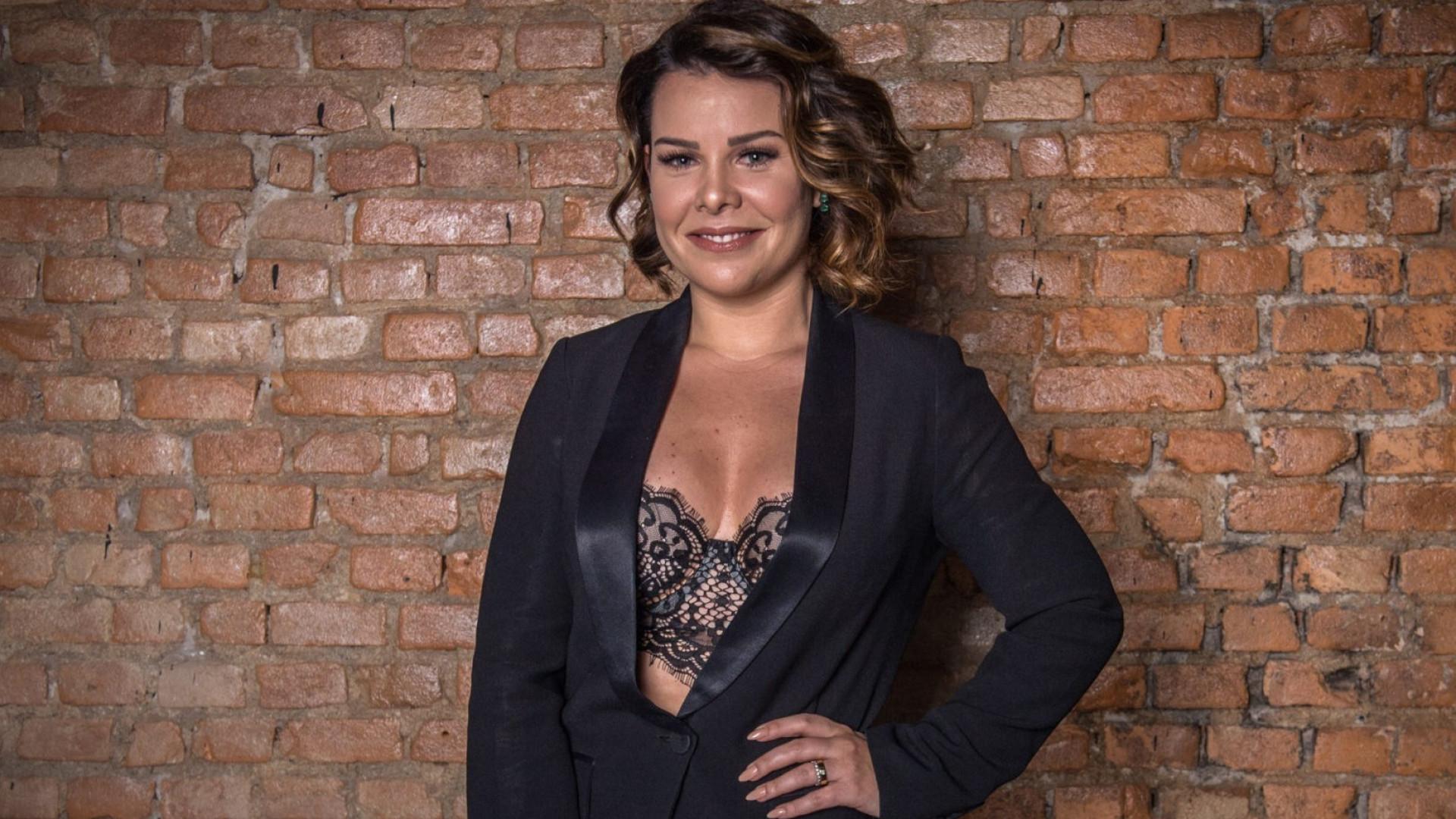 Fernanda Souza se emociona com a 'Galinha Pintadinha'