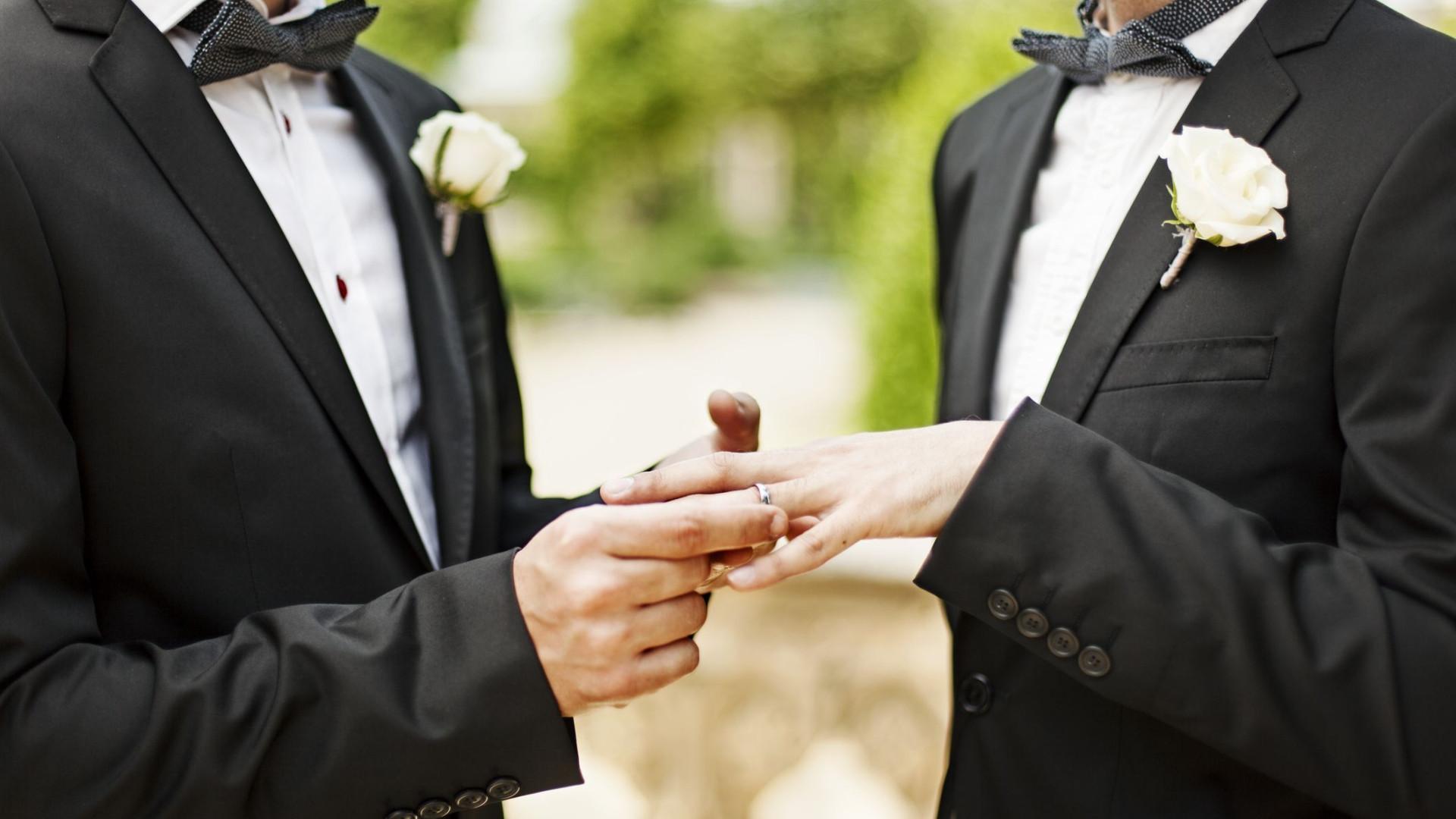 Padre deixa o sacerdócio para casar com o namorado