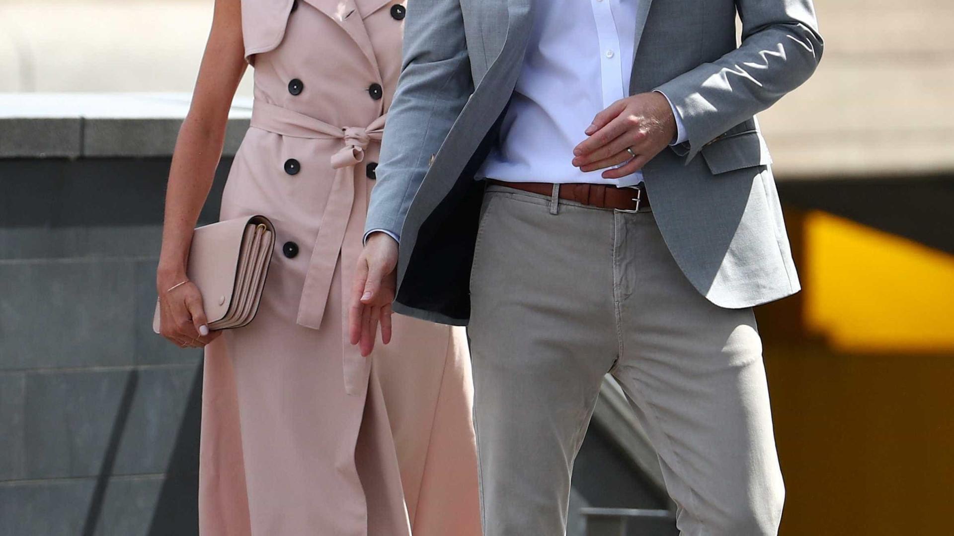 Príncipe Harry e Meghan visitam exposição sobre Mandela em Londres