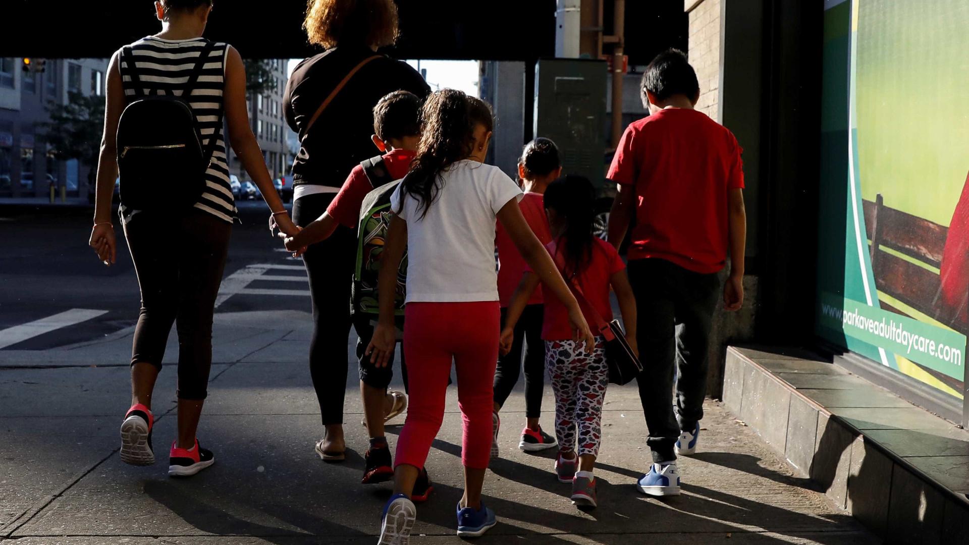Crianças separadas dos pais nos EUA guardam trauma em abrigos