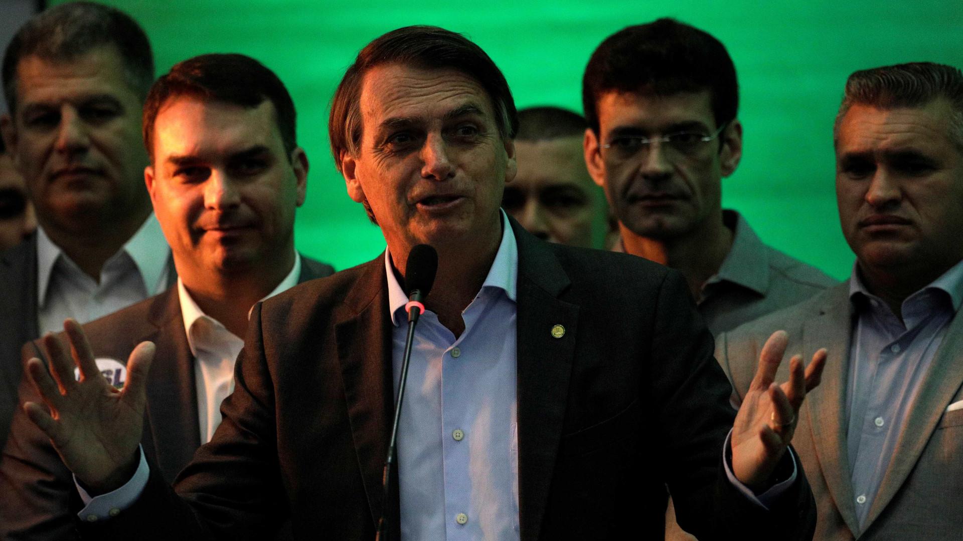 Em 1º discurso como candidato, Bolsonaro diz não ser salvador da pátria