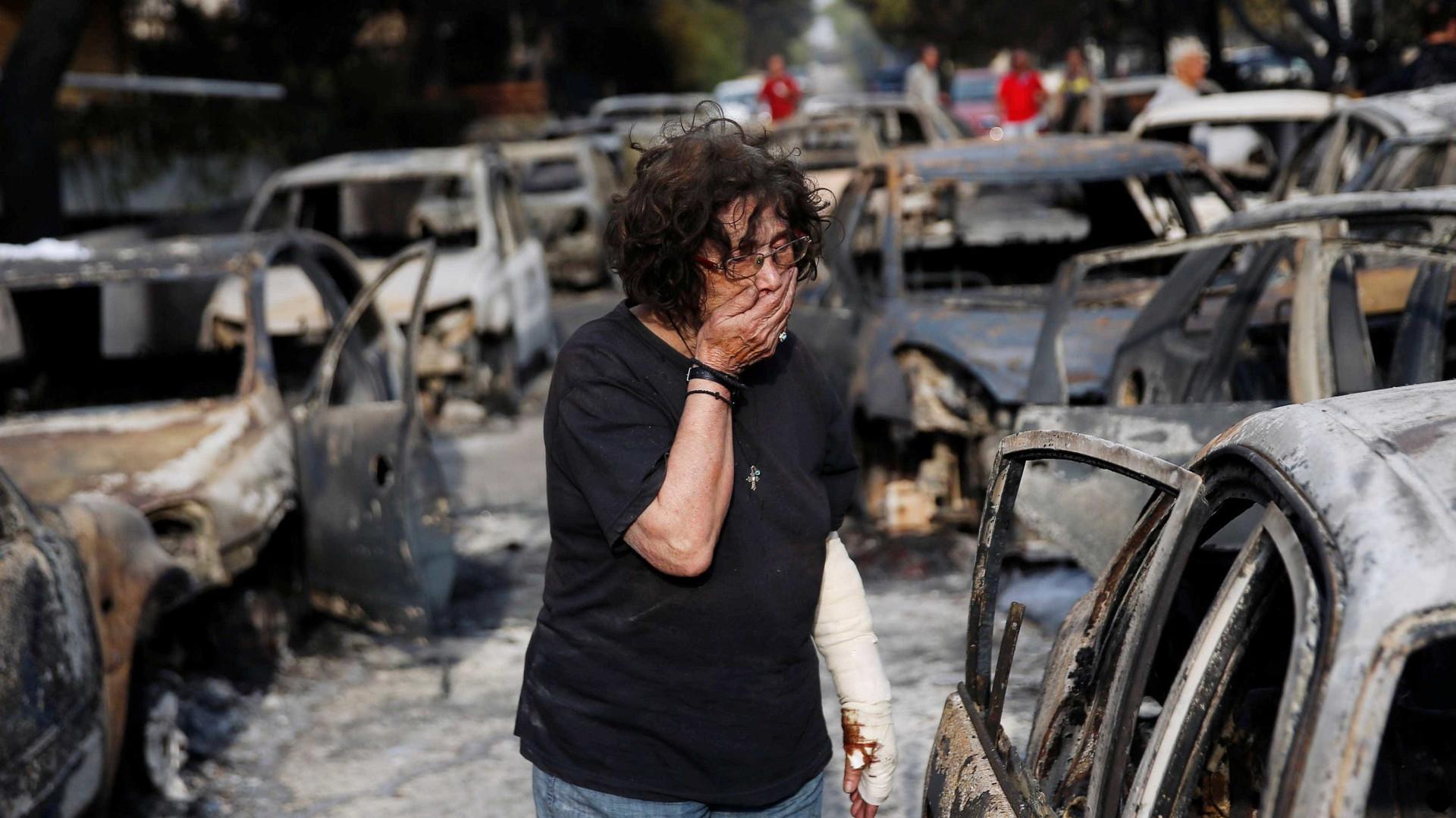 Imagens mostram rastro de destruição em incêndios na Grécia